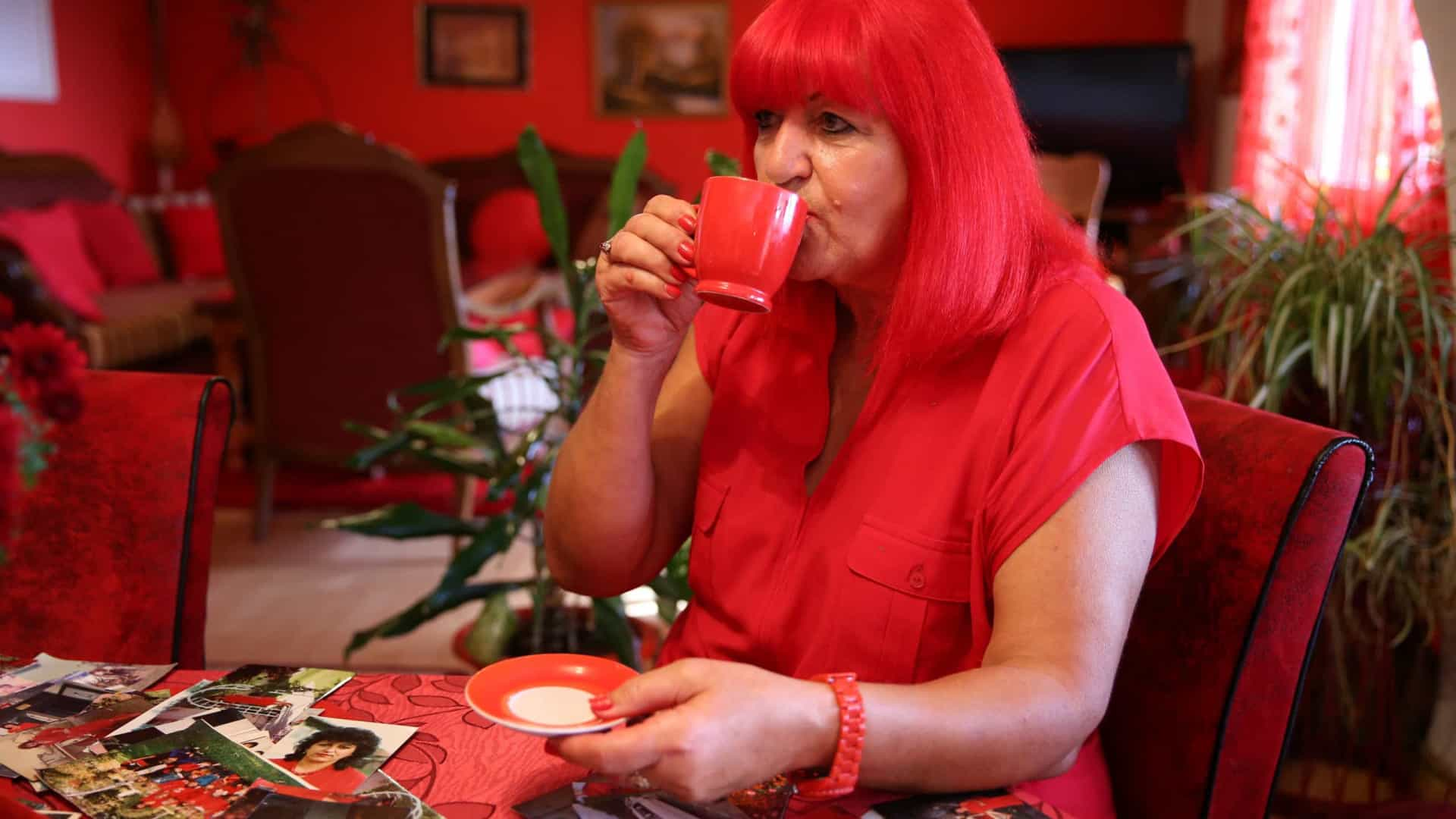 'A Mulher de Vermelho'. Zorica é obcecada com esta cor e rodeia-se dela
