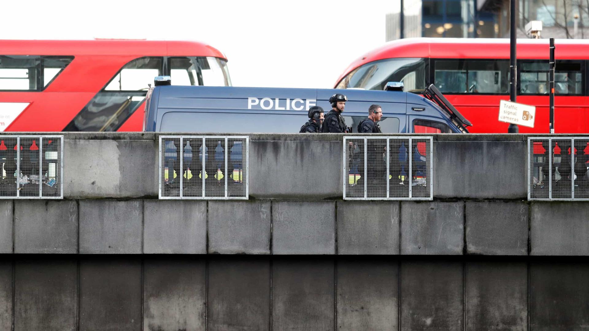 Há relatos de tiros numa ponte de Londres. Suspeito já terá sido abatido