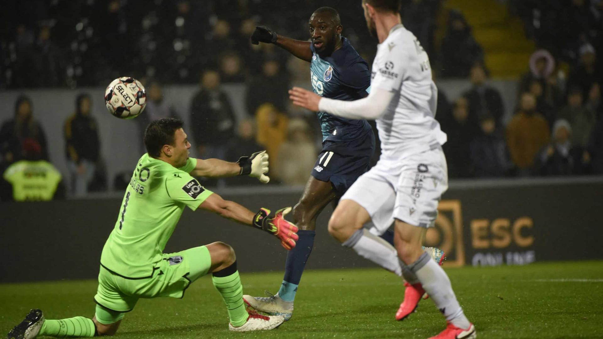 Dragão vence Vitória SC, mas futebol voltou a perder para o racismo