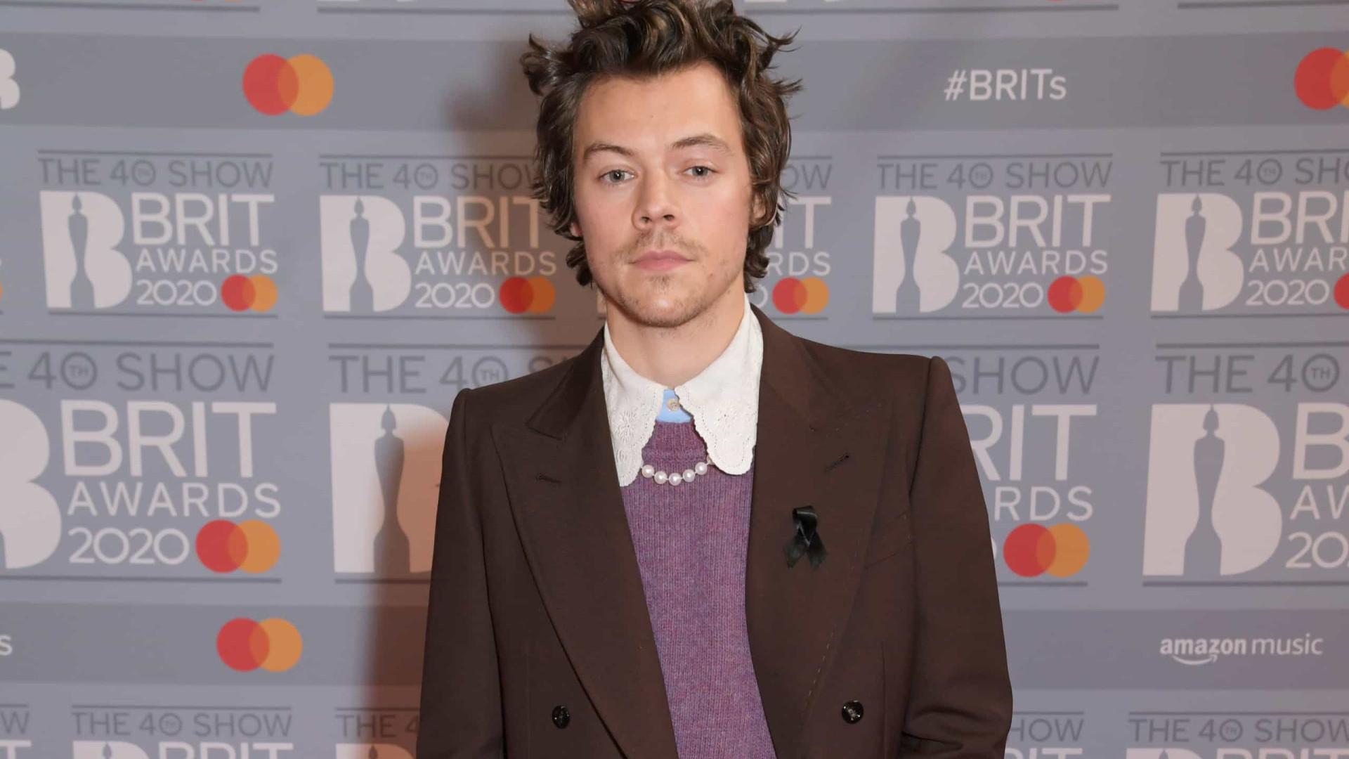 Harry Styles homenageia falecida ex-namorada nos Brit Awards
