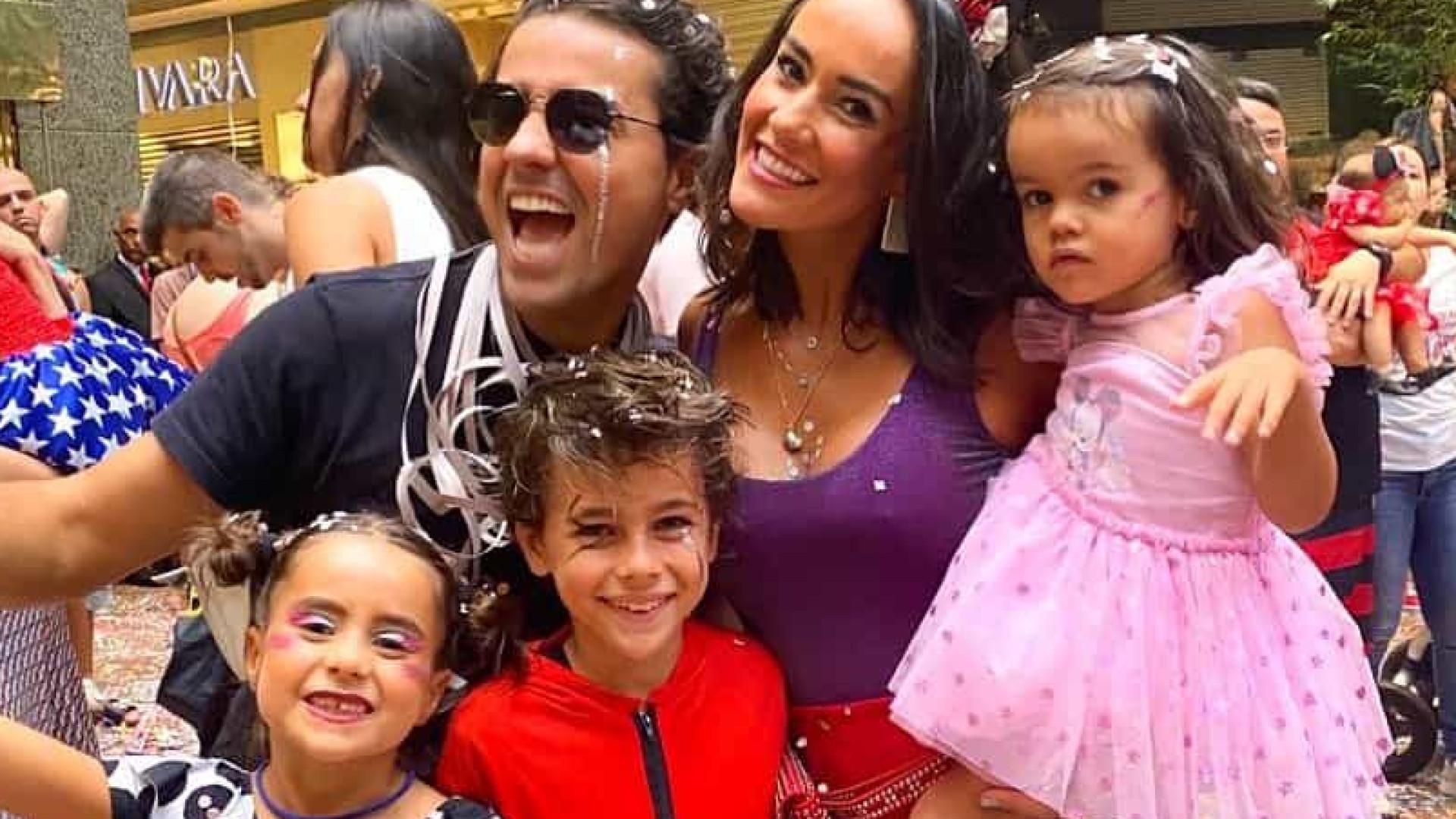 Família de Ricardo Pereira diverte-se no Carnaval do Brasil