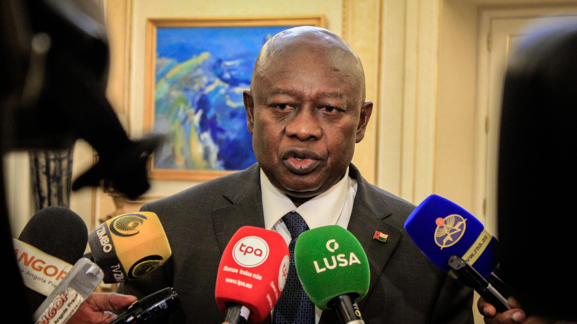 """Presidente do parlamento acusa número dois de crime de """"usurpação"""""""