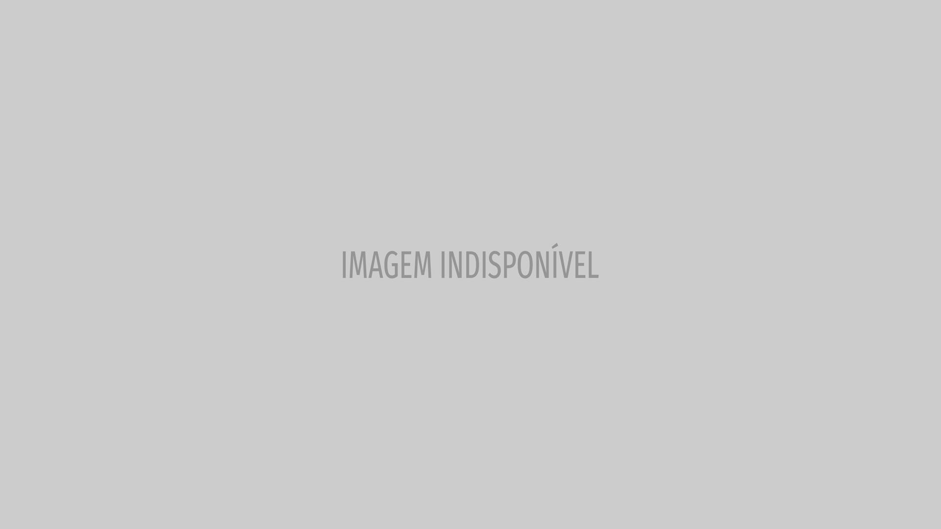 Em casa, modelo Luís Borges diverte-se com os filhos
