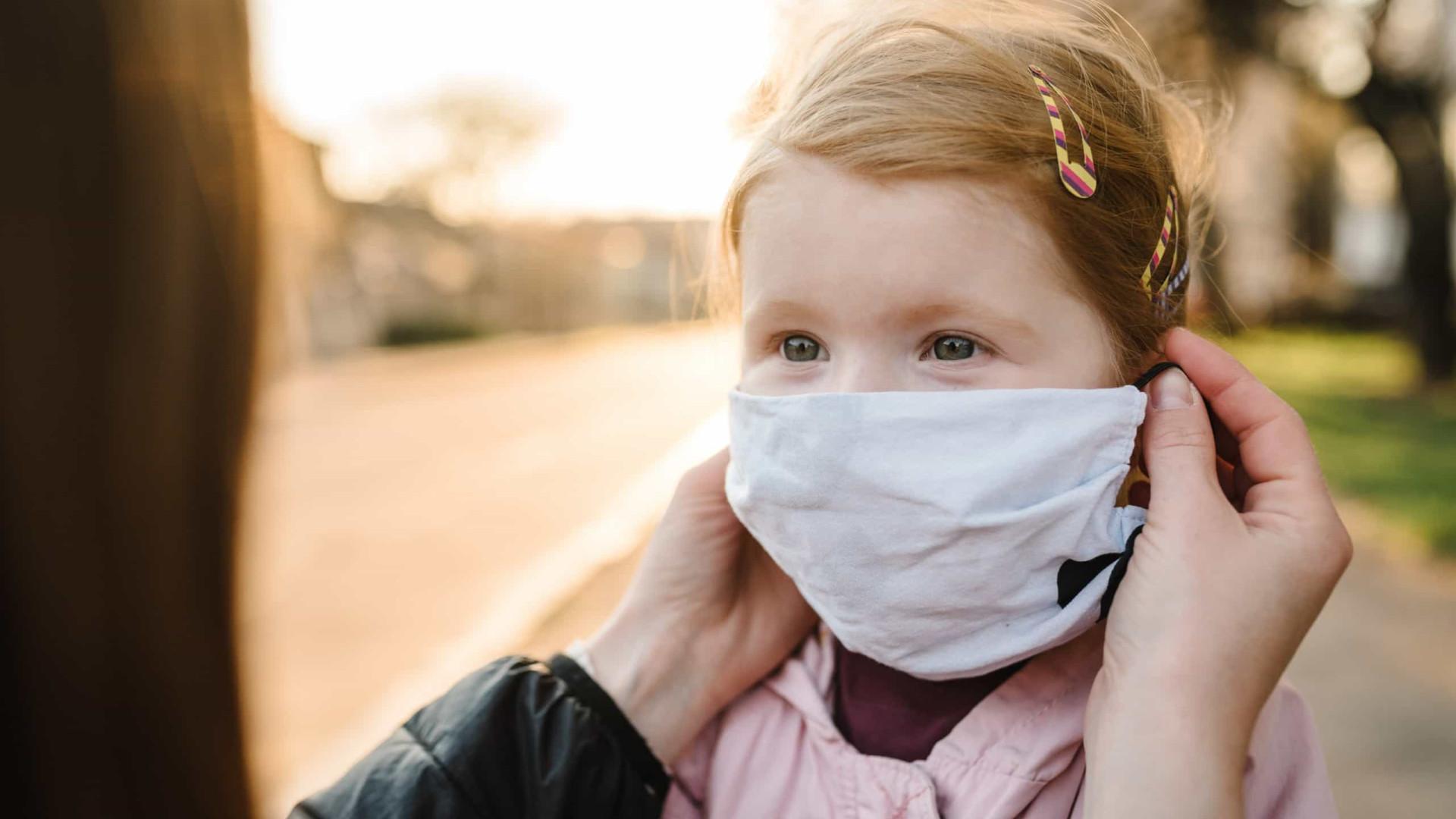"""Covid-19. Colocar máscaras em bebés e crianças pequenas """"pode ser fatal"""""""