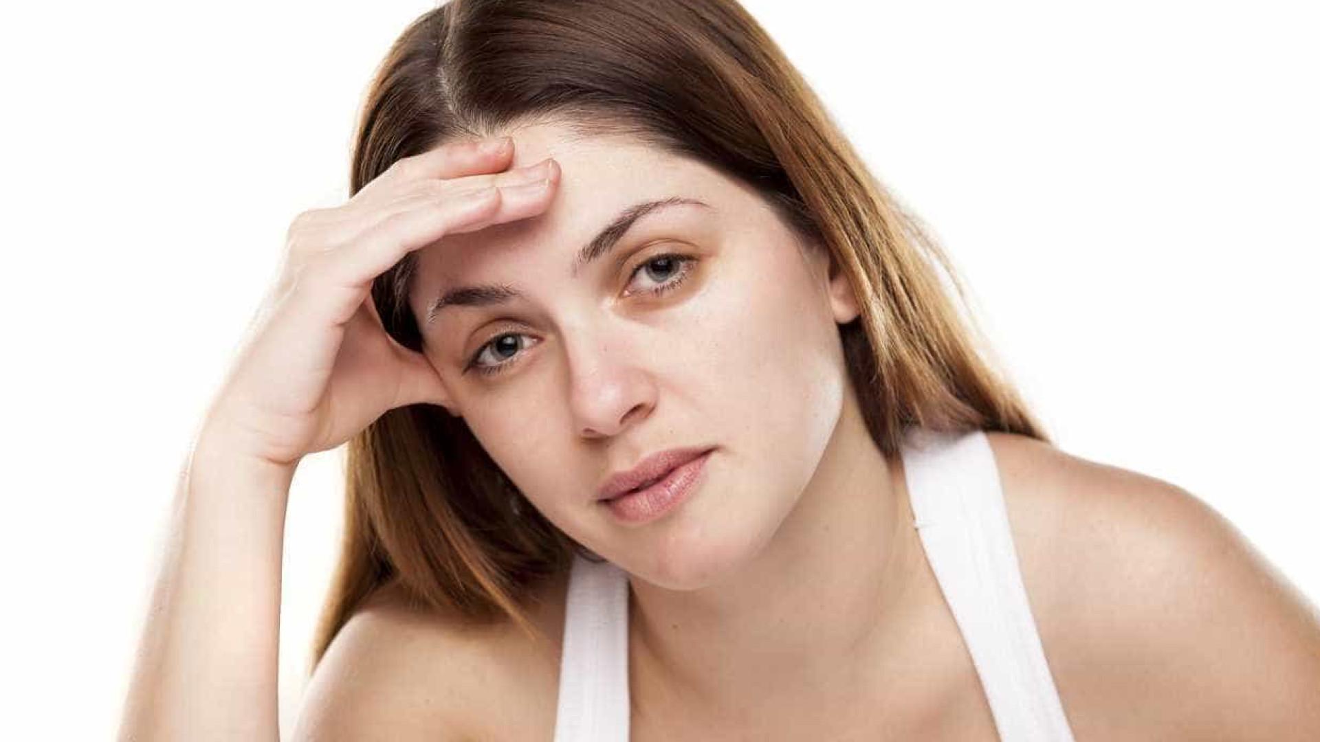 O truque do cotonete para diminuir as olheiras e os olhos inchados