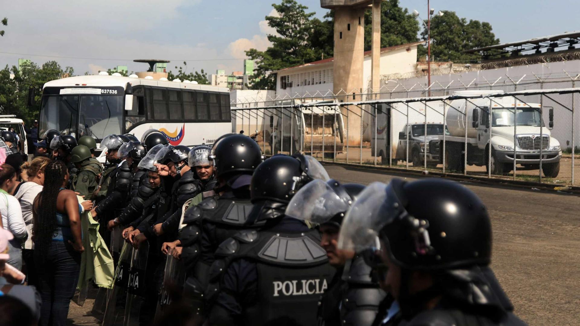 Venezuela. 40 mil presos recebem treino para defender país de invasão