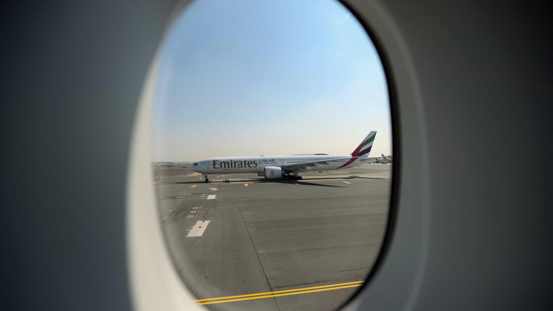 Companhia aérea Emirates planeia eliminar até 9.000 postos de trabalho