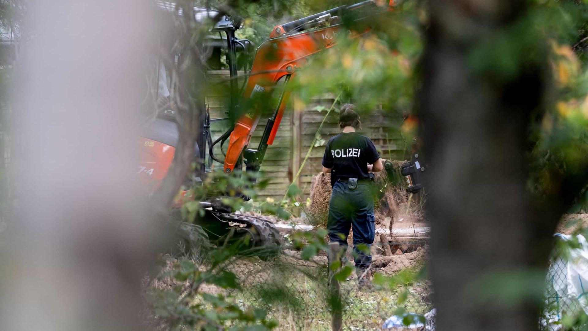 Imagens das buscas junto a casa onde morou suspeito no Caso Maddie