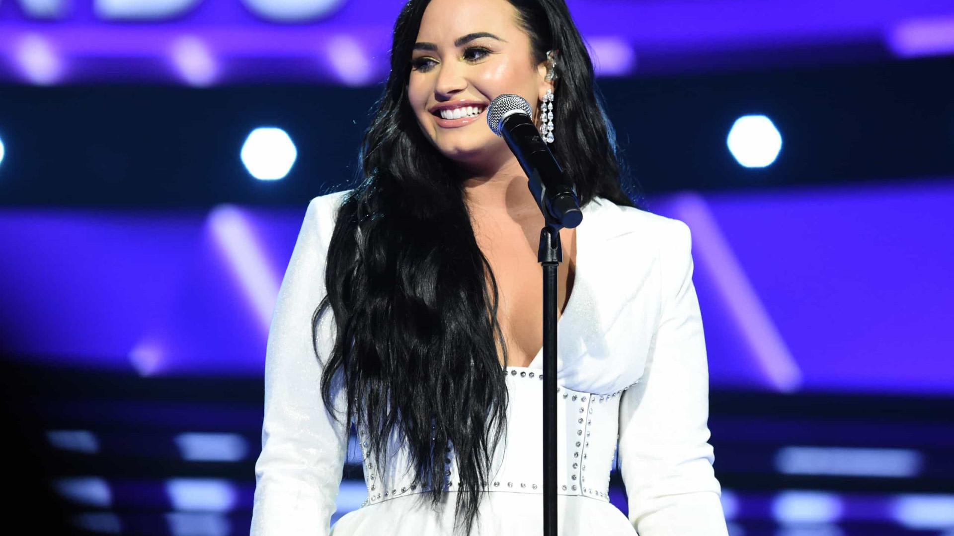 Amigos de Demi Lovato preocupados com intenções do seu noivo