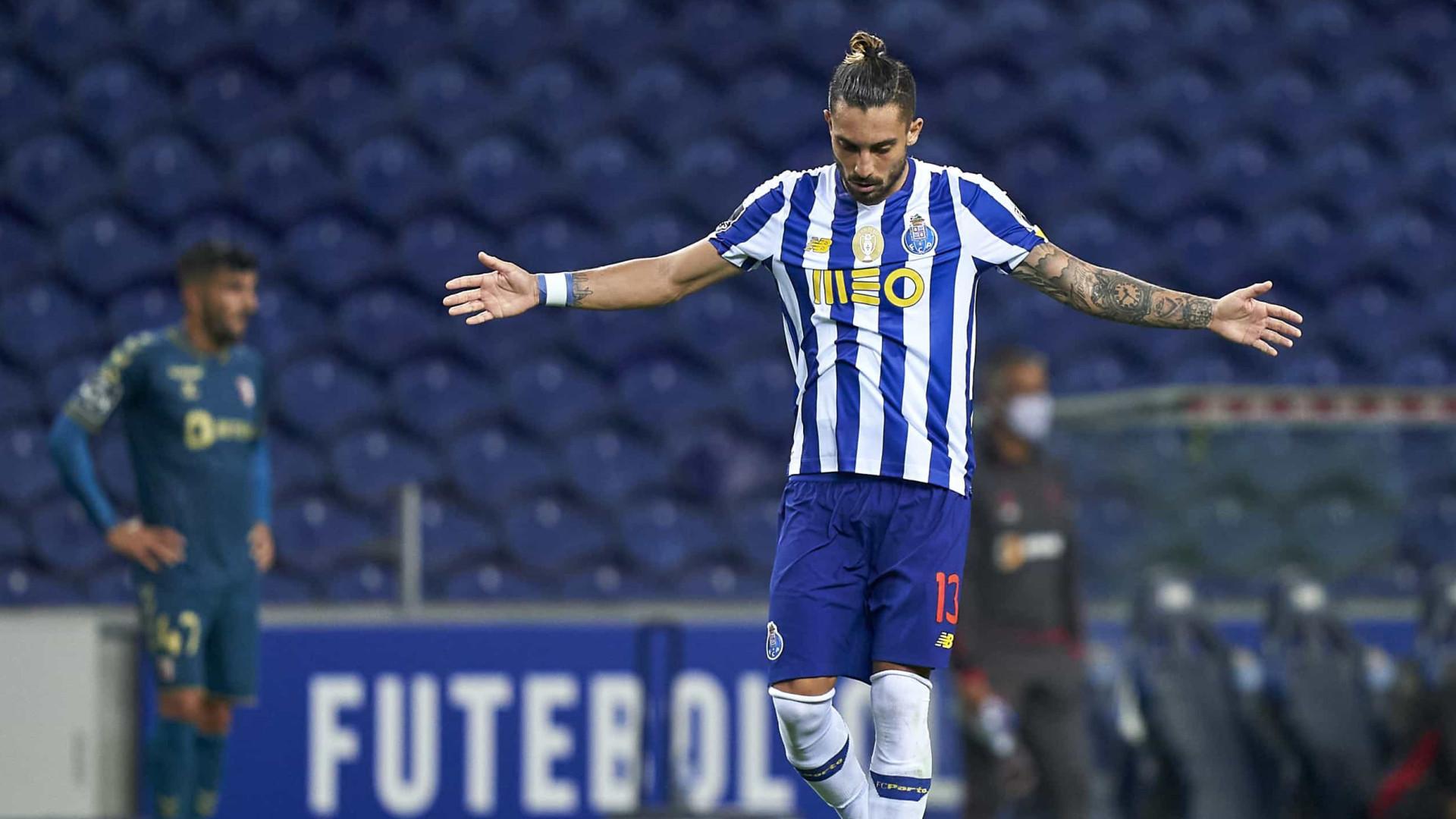 """FC Porto e Manchester United em negociações """"avançadas"""" por Alex Telles"""