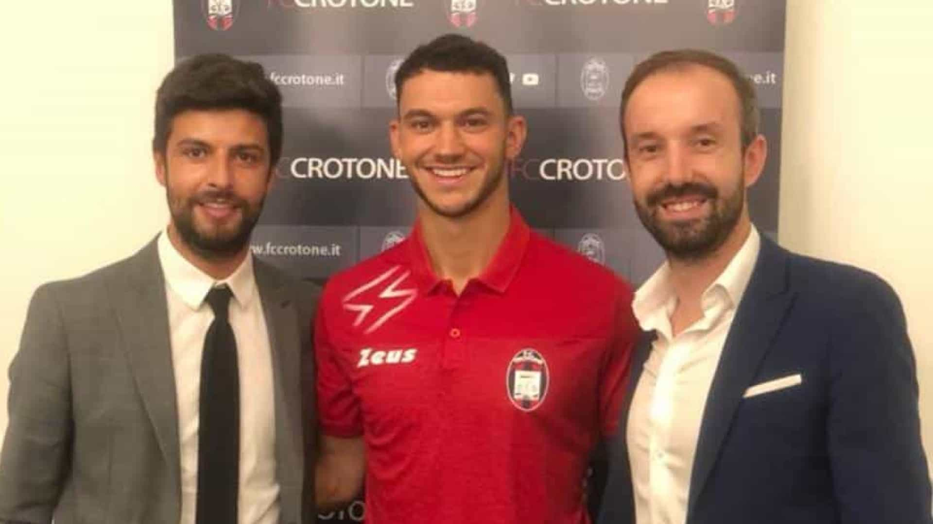 Oficial: Benfica empresta Pedro Pereira ao Crotone