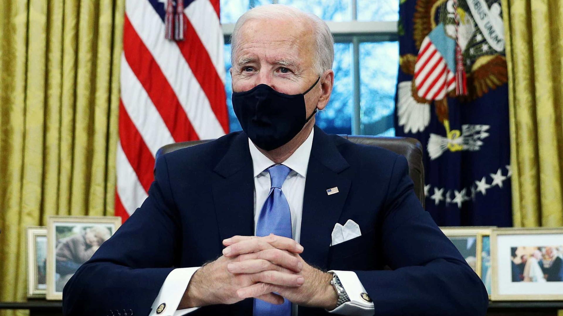 """Estados Unidos exigem investigação """"completa"""" às origens da pandemia"""