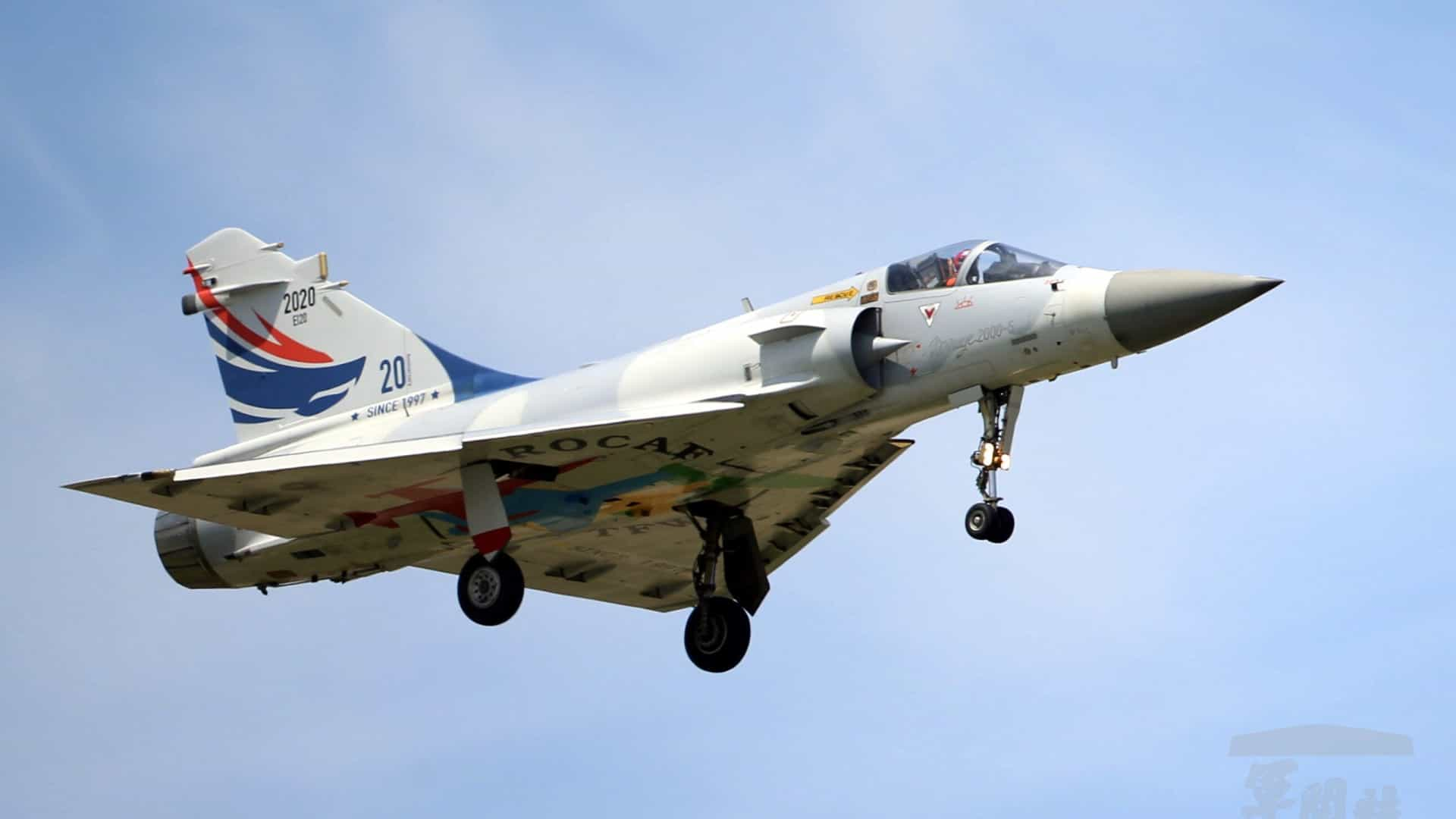Localizados destroços de Mirage 2000 e buscas prosseguem