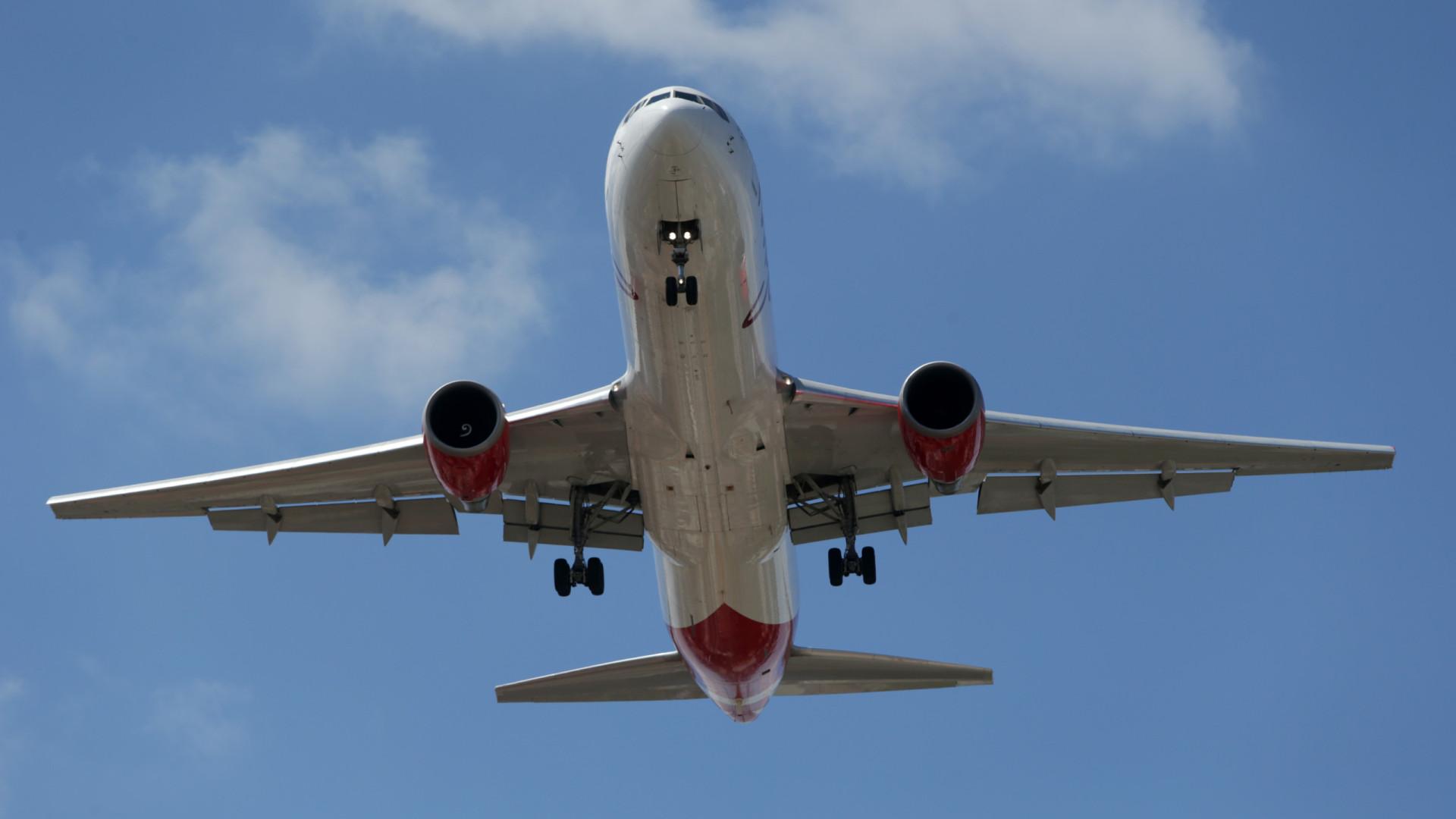 UE readapta programa de compensação das emissões de CO2 na aviação