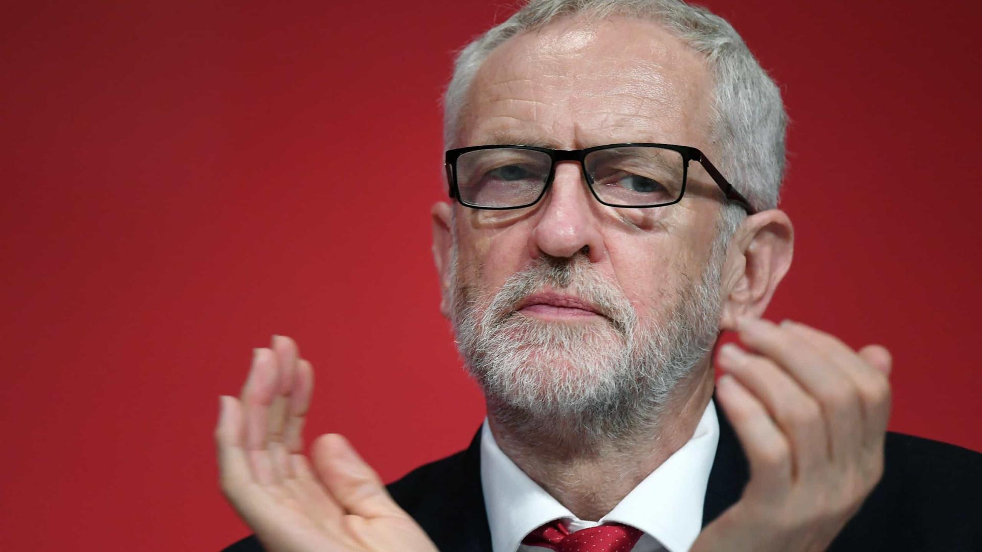 Corbyn afasta rumores de demissão, mas não define posição sobre o Brexit