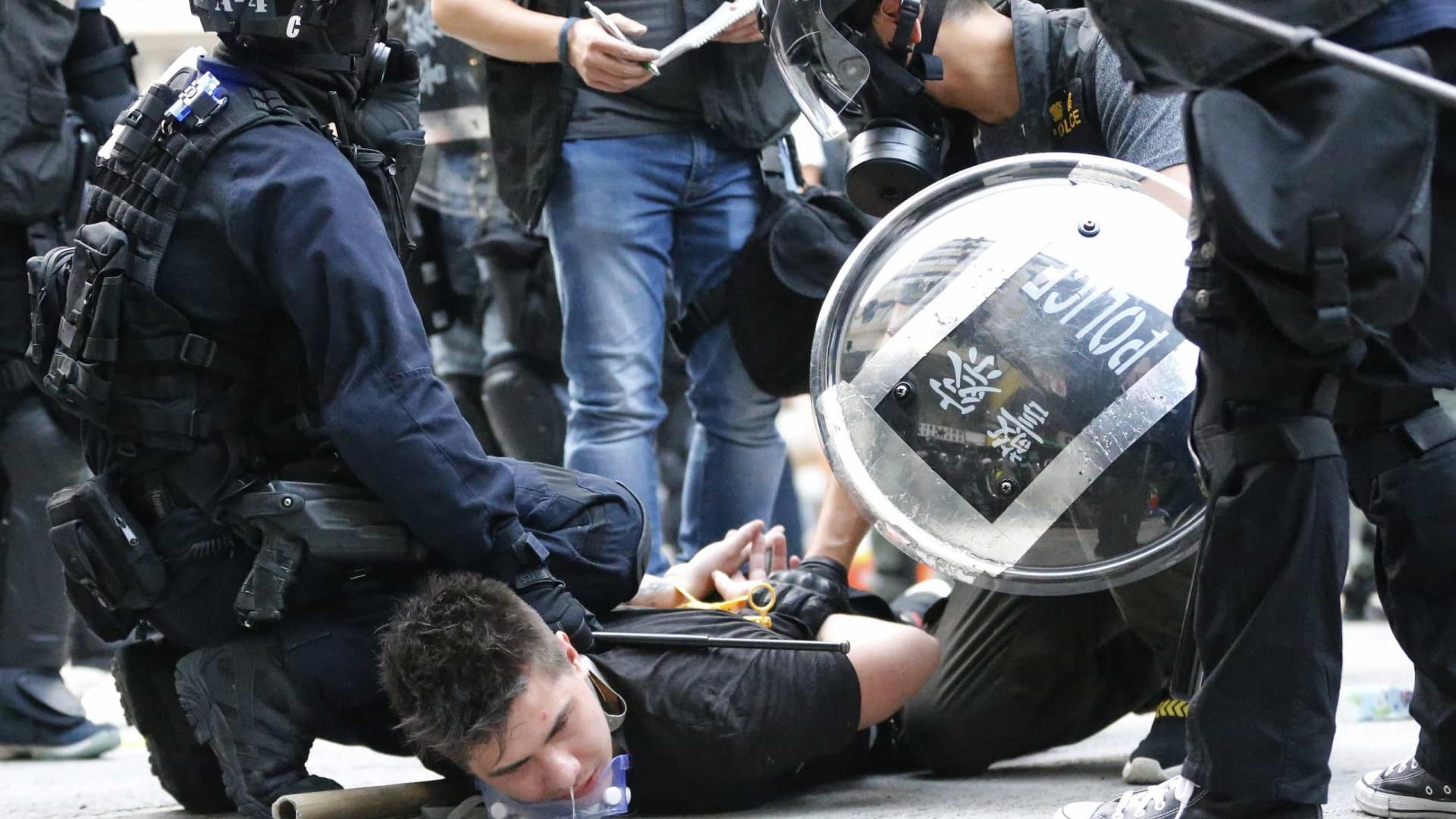 Novos confrontos em Hong Kong durante manifestação não autorizada