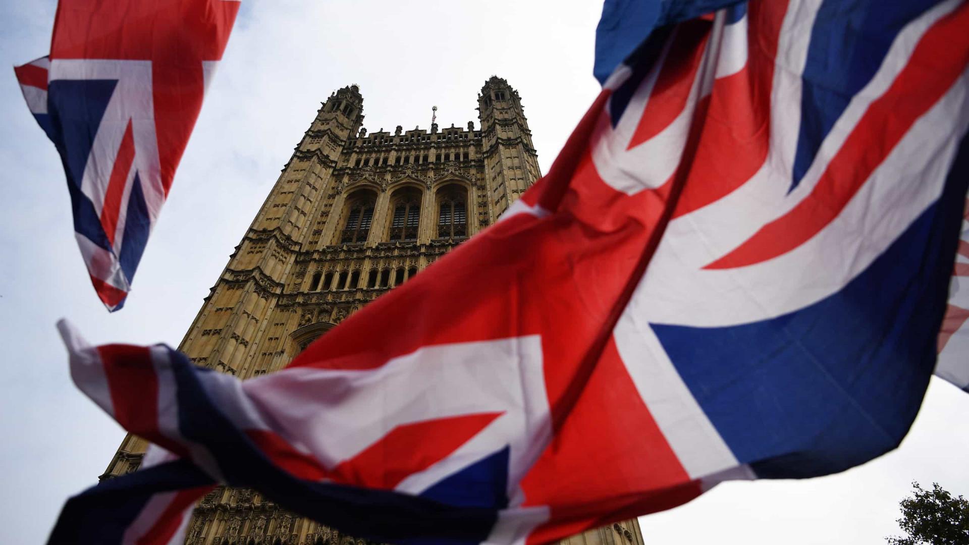 Brexit: 27 dão 'ok' a adiamento, mas ainda discutem duração da extensão