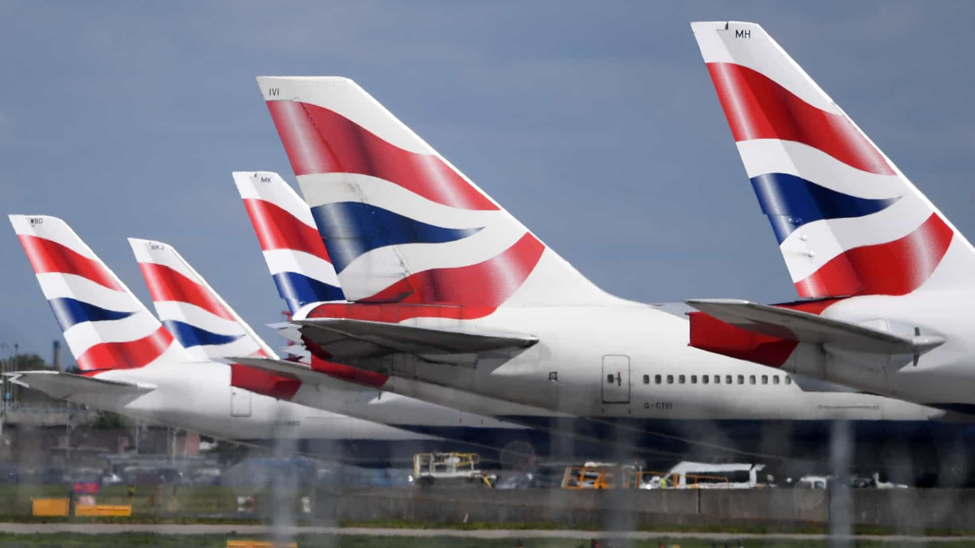 Pilotos da British Airways aceitam cortes salariais e despedimentos