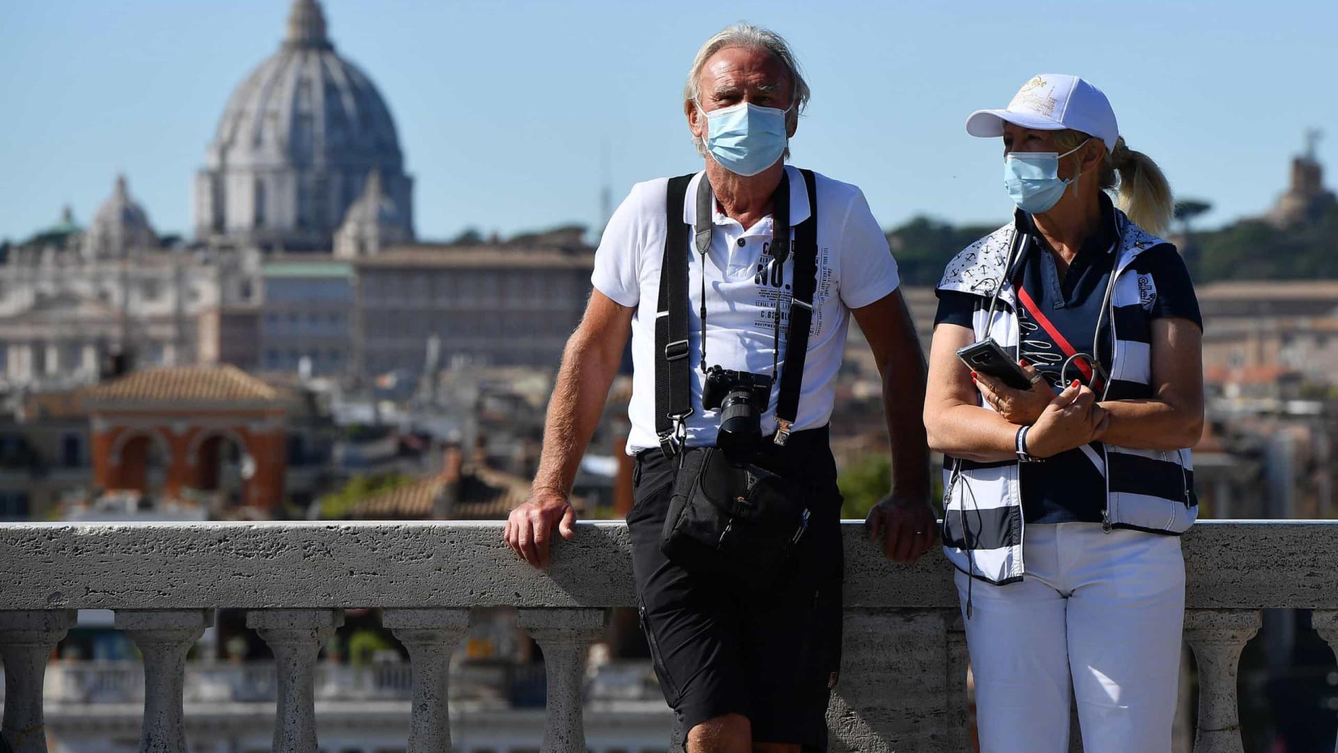 Metade dos europeus planeia viajar já este semestre, segundo um inquérito
