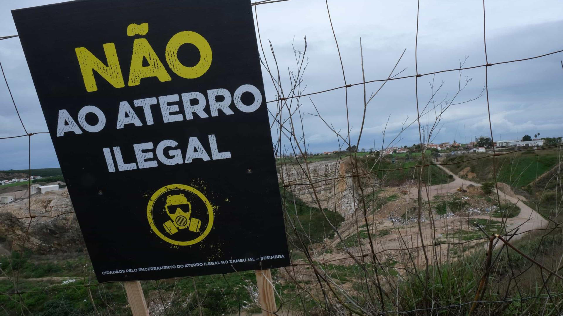 Mais de 200 pessoas em protesto contra aterro ilegal em Sesimbra