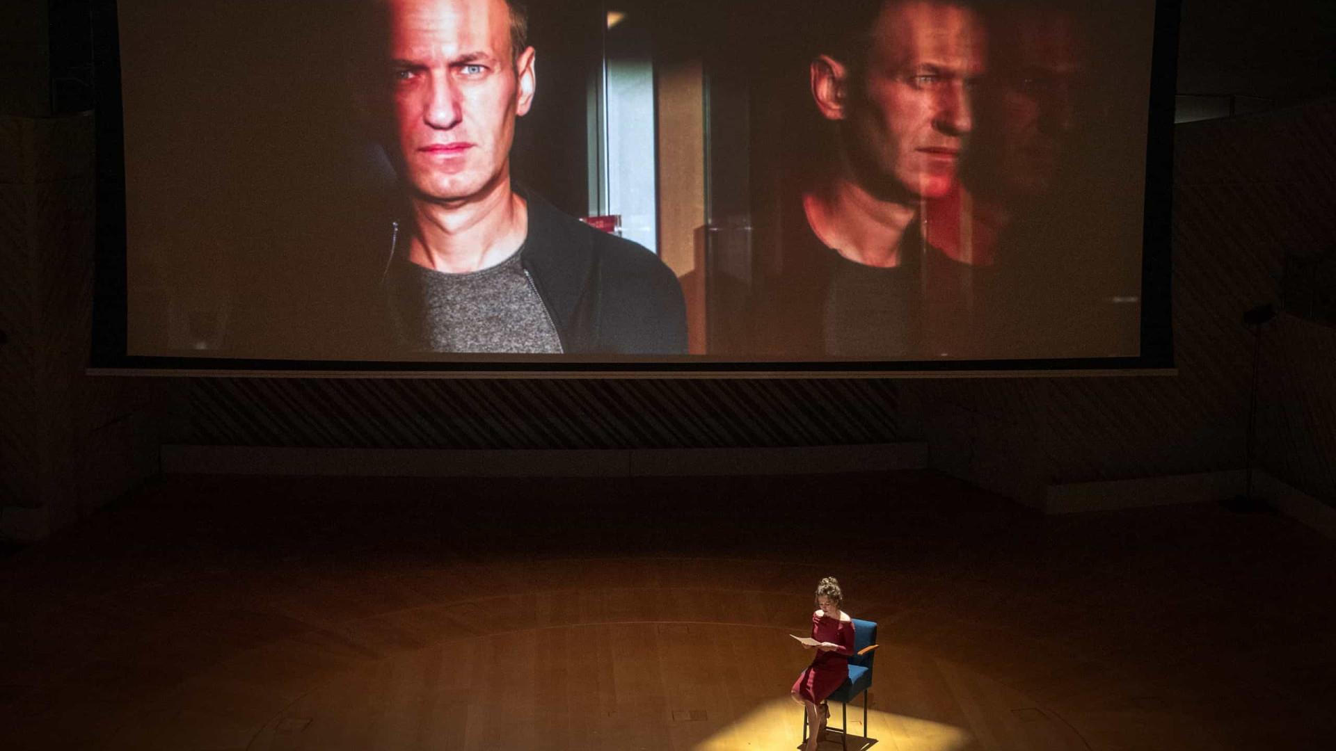 "Navalny. Opositor diz-se ""honrado"" por ter recebido prémio Sakharov"