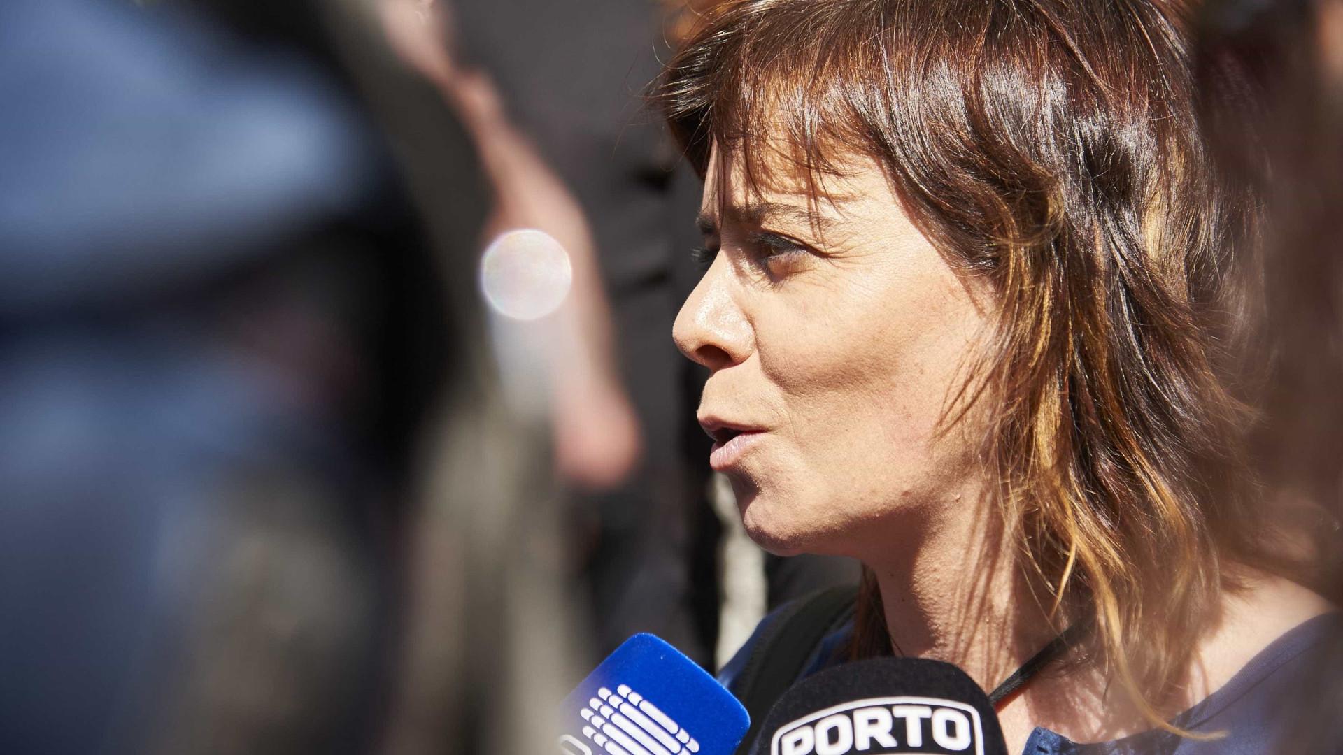 Catarina Martins considera natural várias moções e relativiza críticas