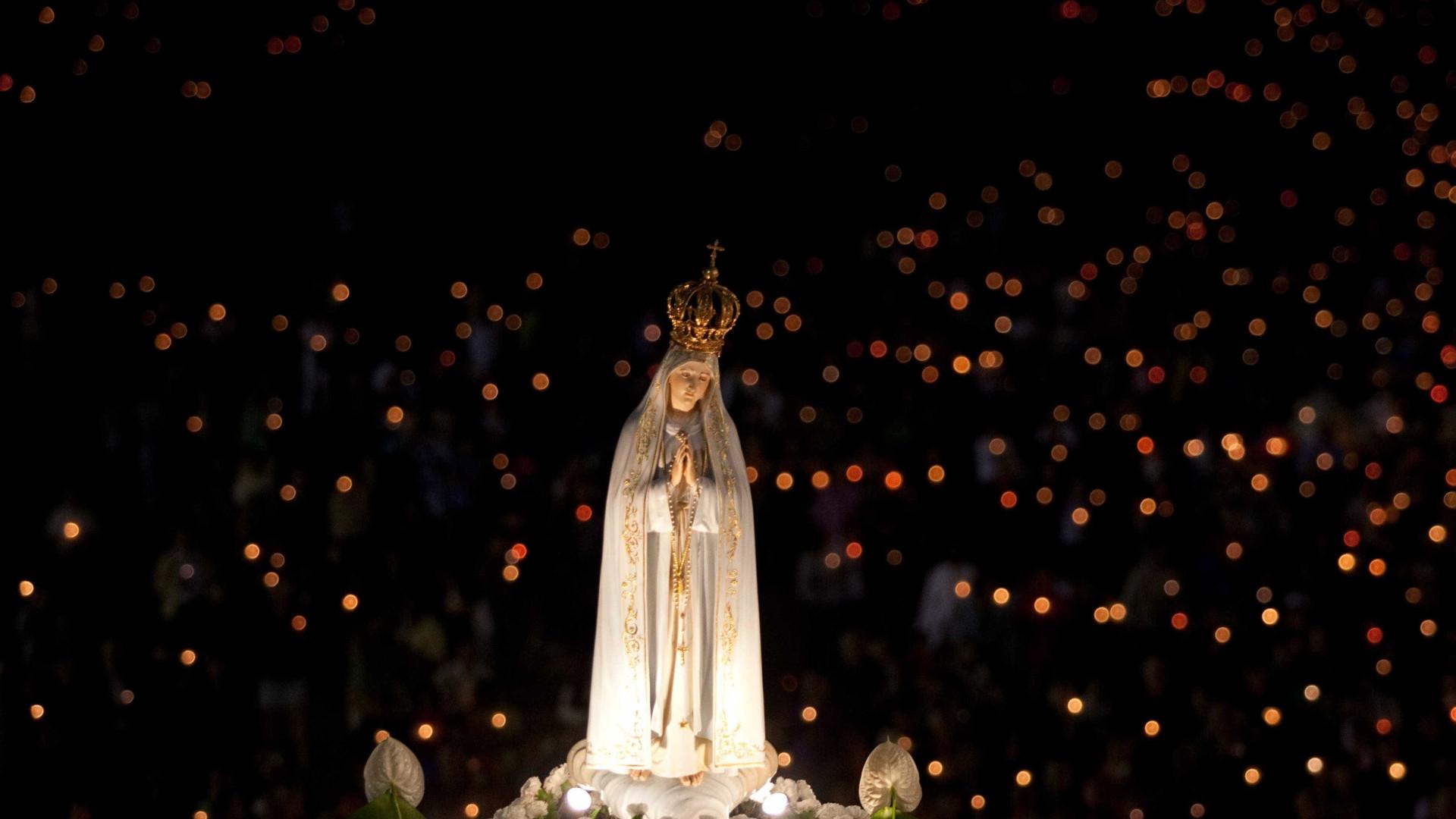 Igreja Em Londres Toda A Noite Para Fieis Verem Nossa Senhora De
