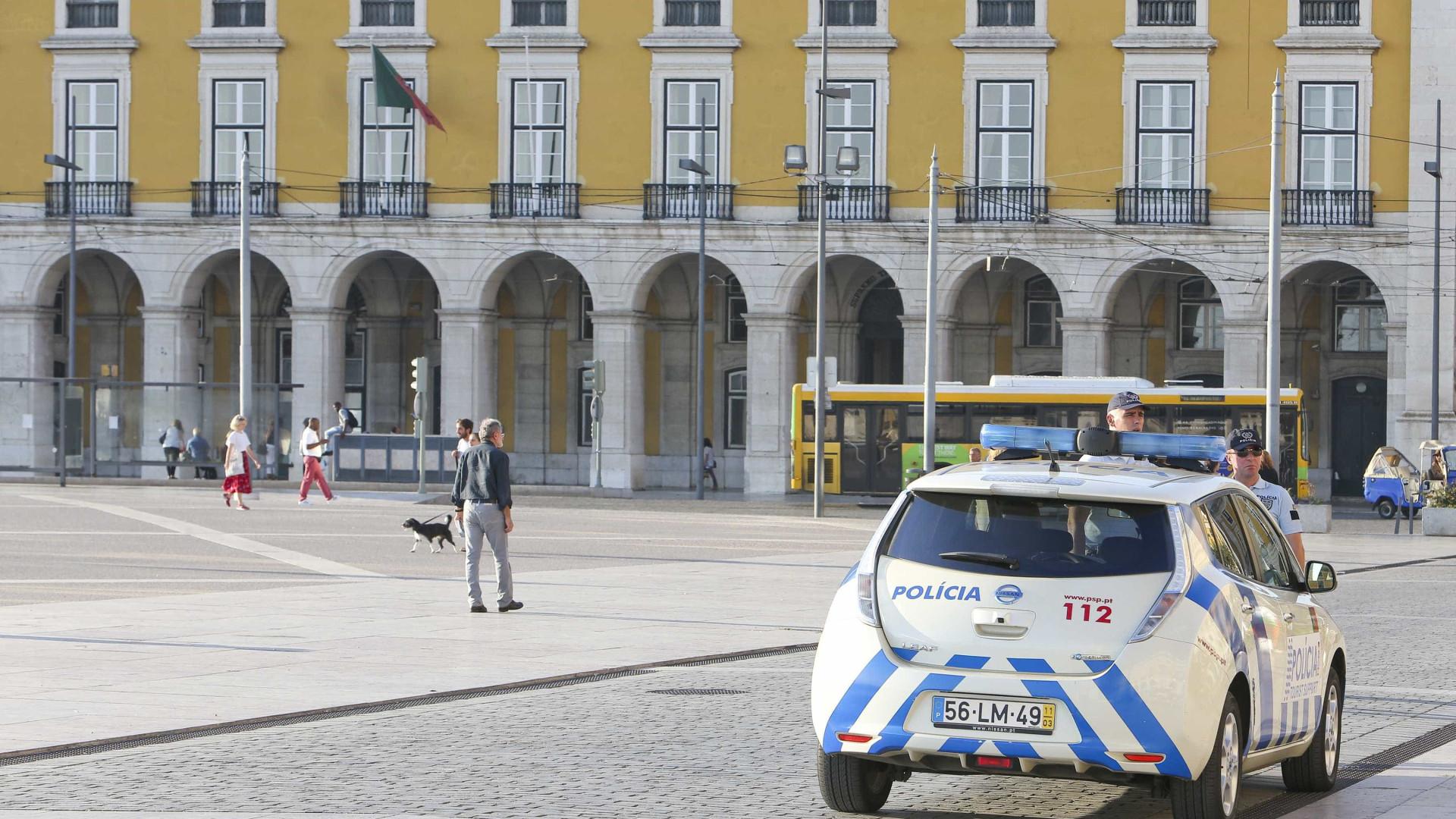 PSP encontra (e devolve) mochila com 12 mil euros em Lisboa