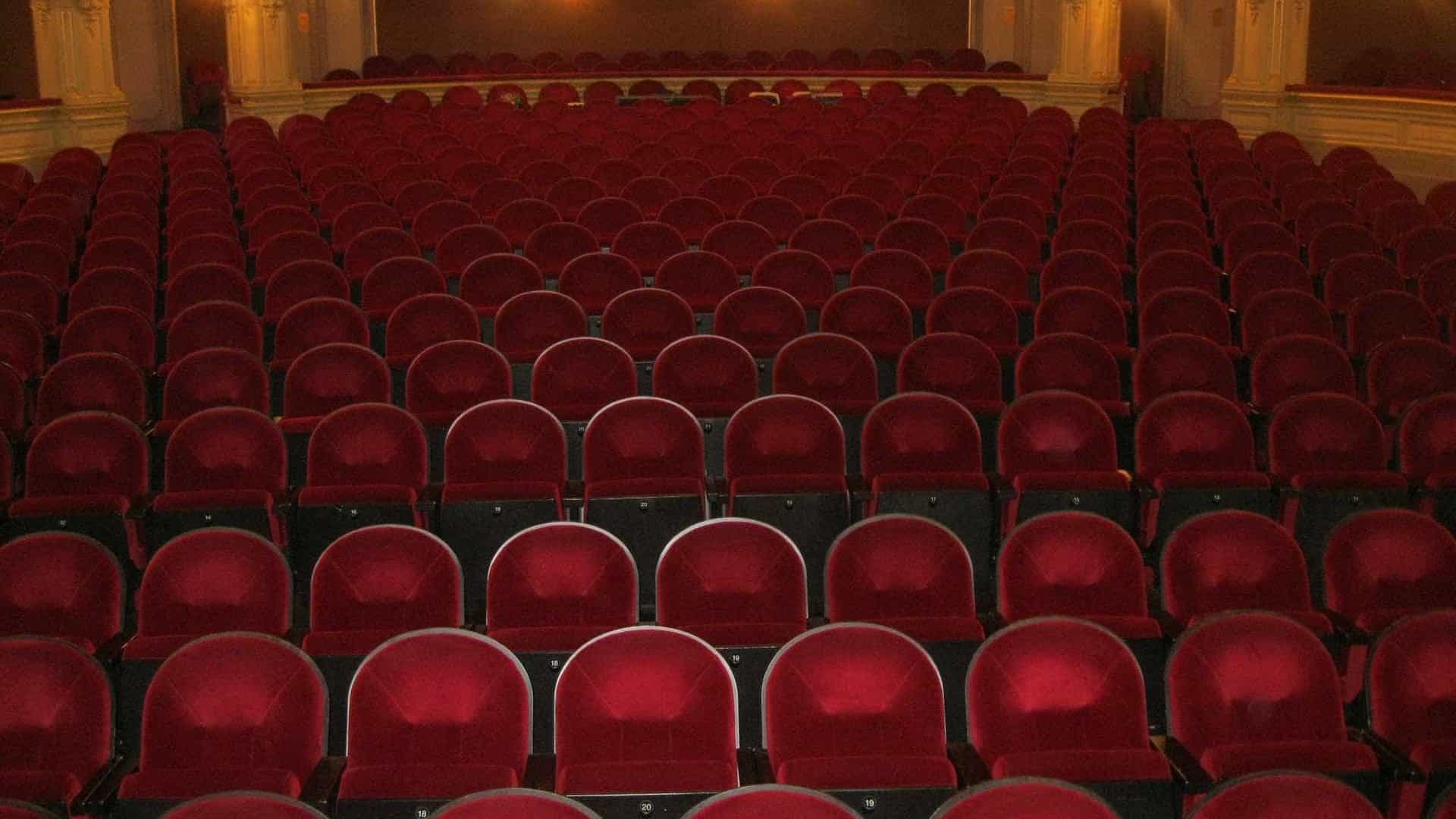 Poucas salas, teatros e cinemas revelam programação a dias da reabertura