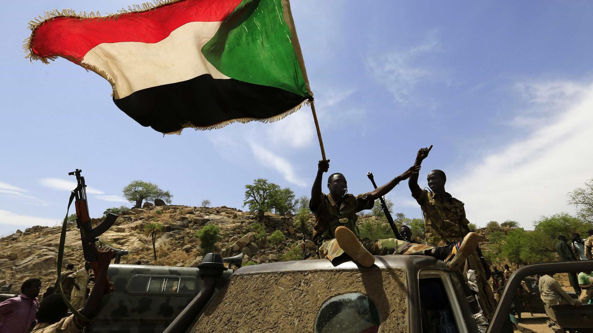Manifestantes no Sudão pedem dissolução do Governo militar-civil