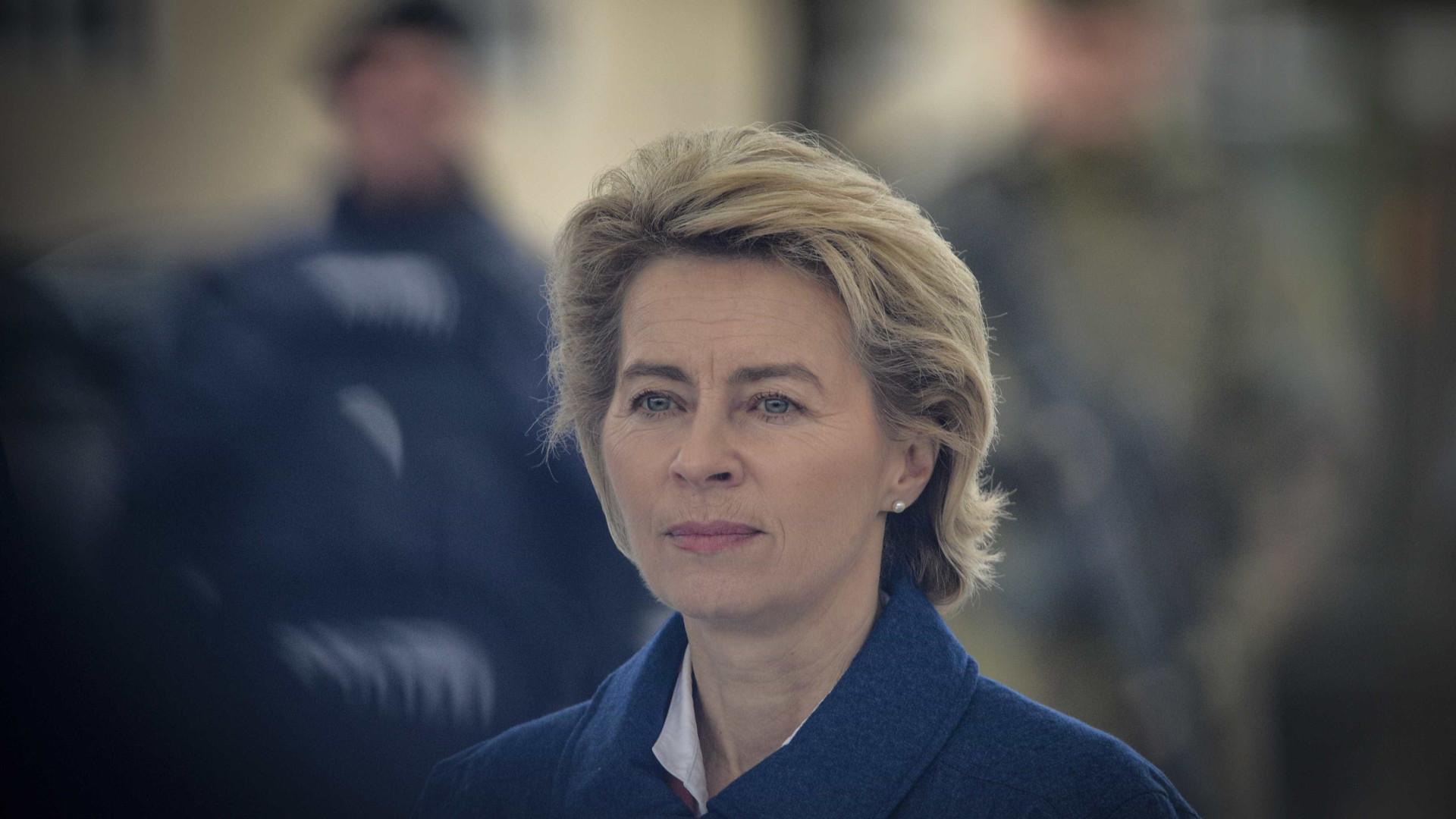 """Von der Leyen saúda Eurogrupo e Centeno por """"acordo crucial"""" para crise"""