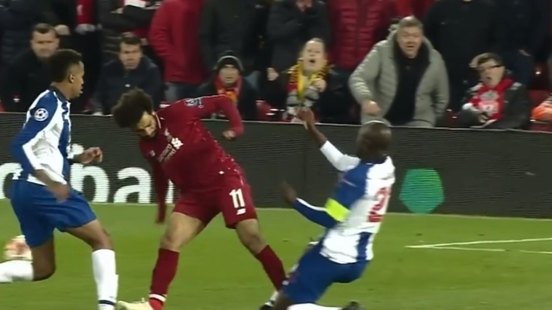 96f4aa4fb8 Falta do avançado do Liverpool não mereceu sanção disciplinar de Mateu  Lahoz.