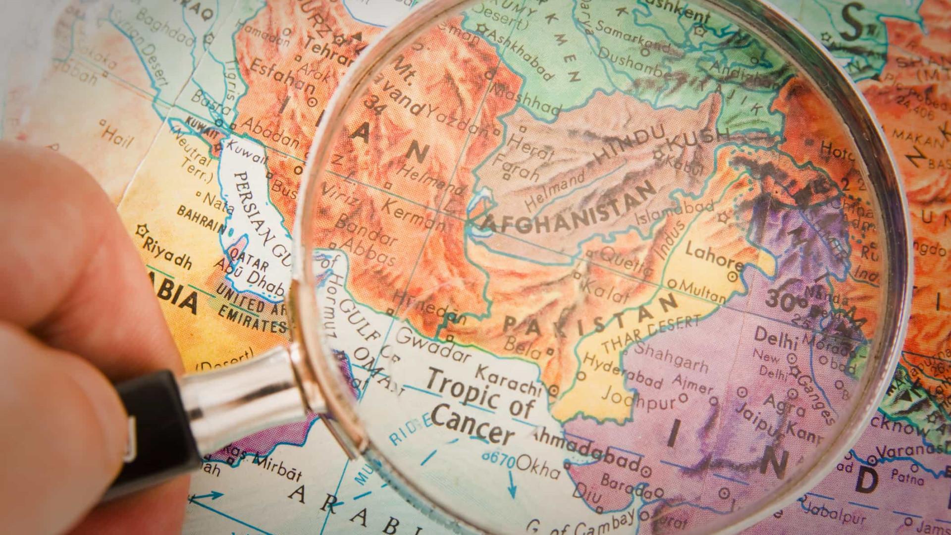 Afeganistão: 11 menores mortos em ataque aéreo contra mesquita