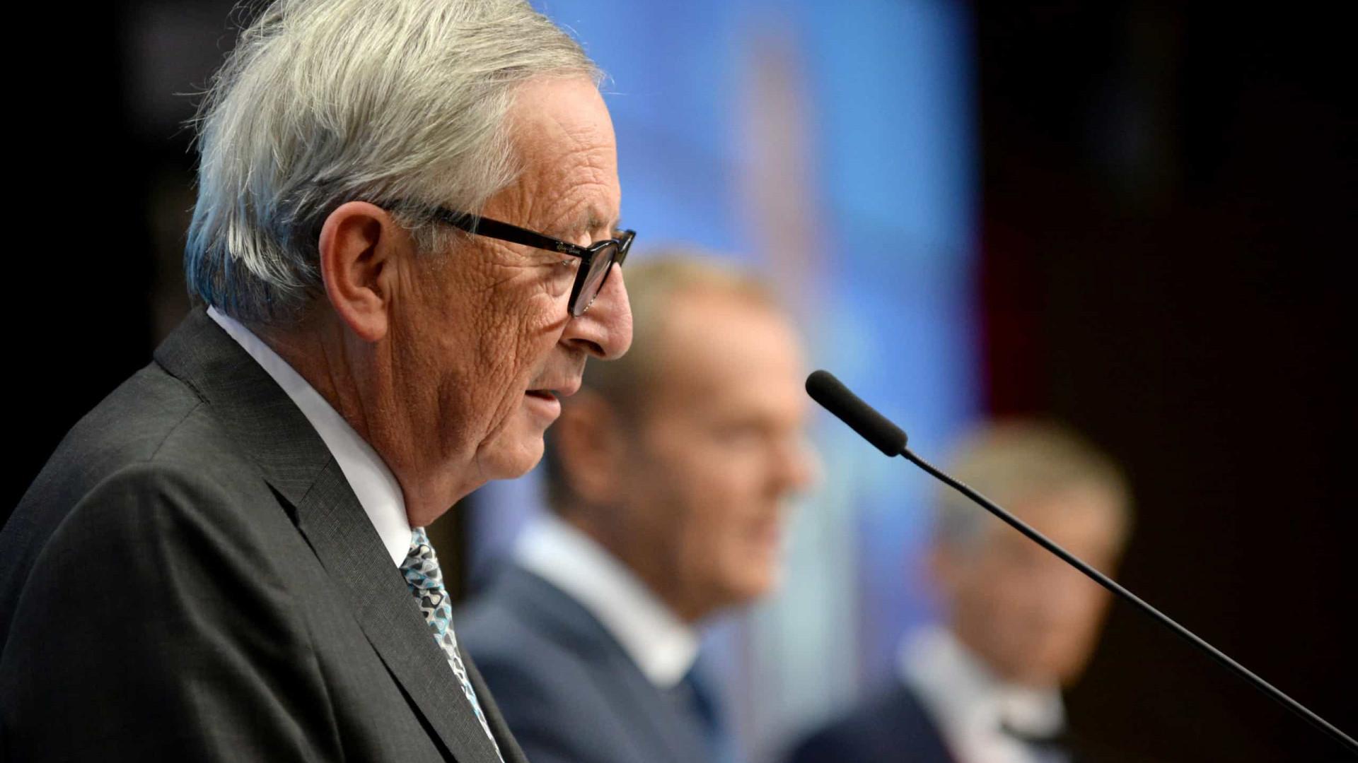 """Juncker emocionado declara """"orgulho por ter podido servir a Europa"""""""