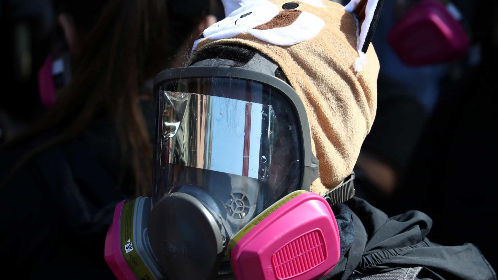 Hong Kong: Gás e balas de borracha travam fuga de manifestantes