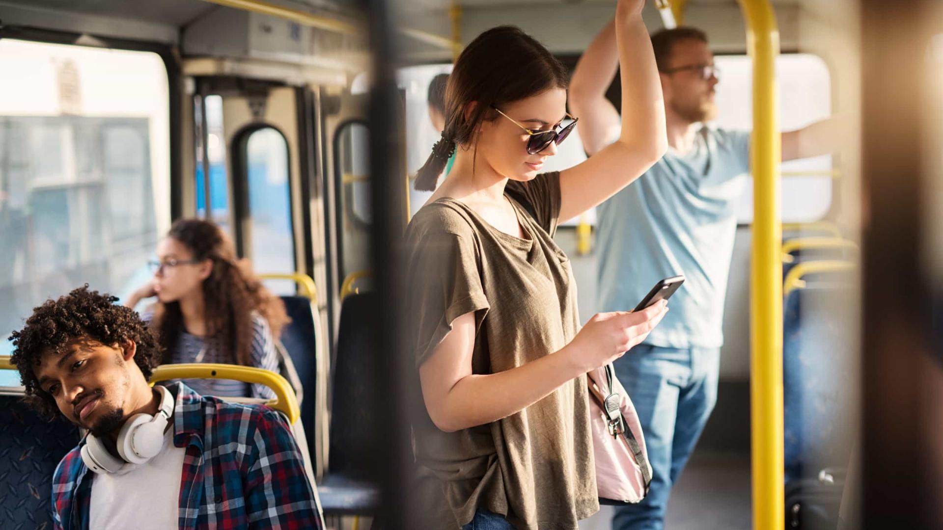 Cinco formas de passar o tempo nos transportes públicos