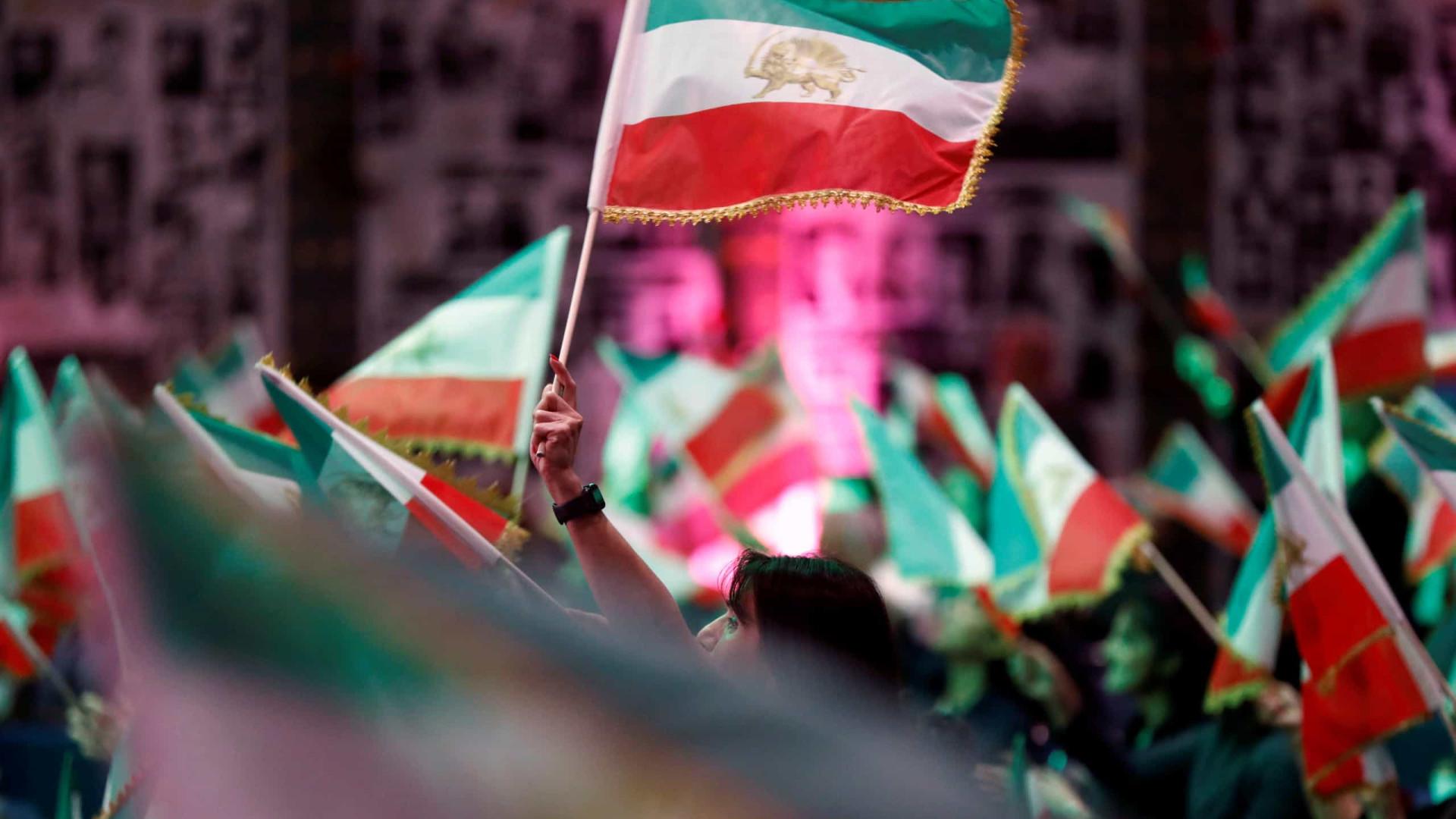 Conservadores e ultras vencem eleições no Irão