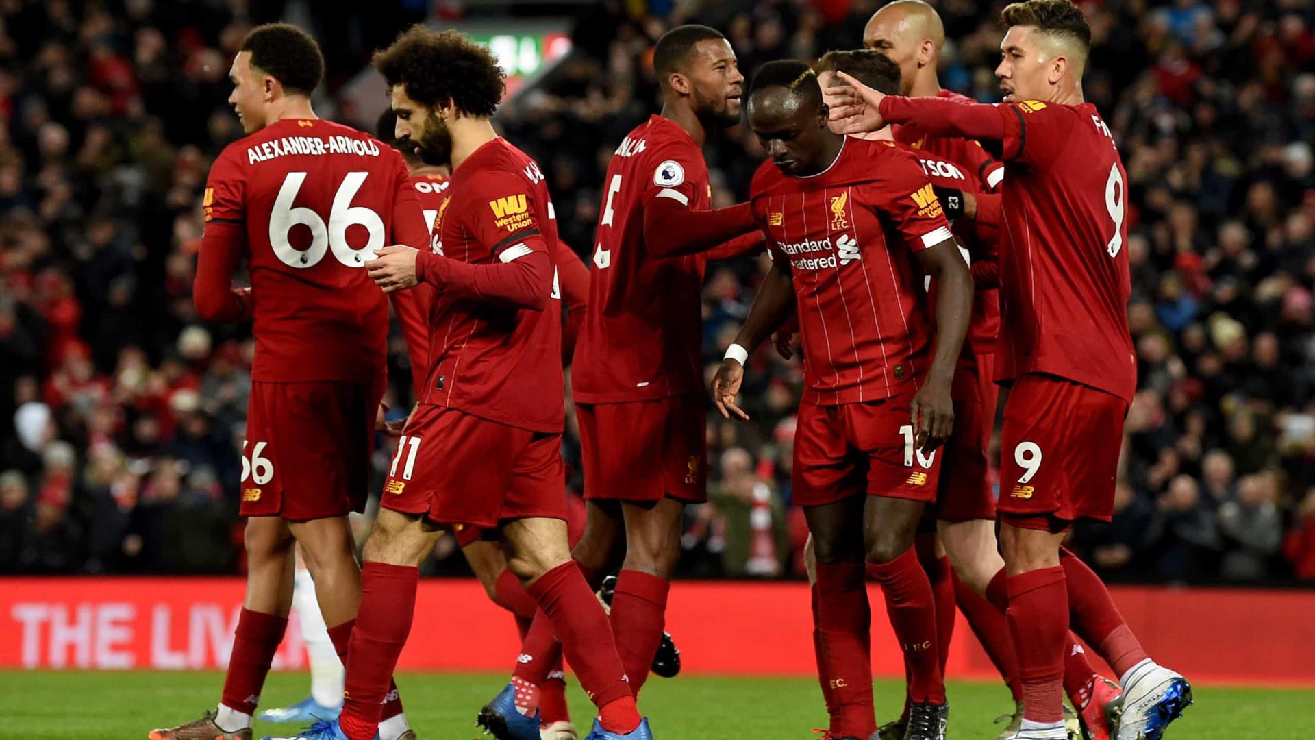 Jogo de loucos em Anfield: Liverpool vence e está a 4 vitórias do título
