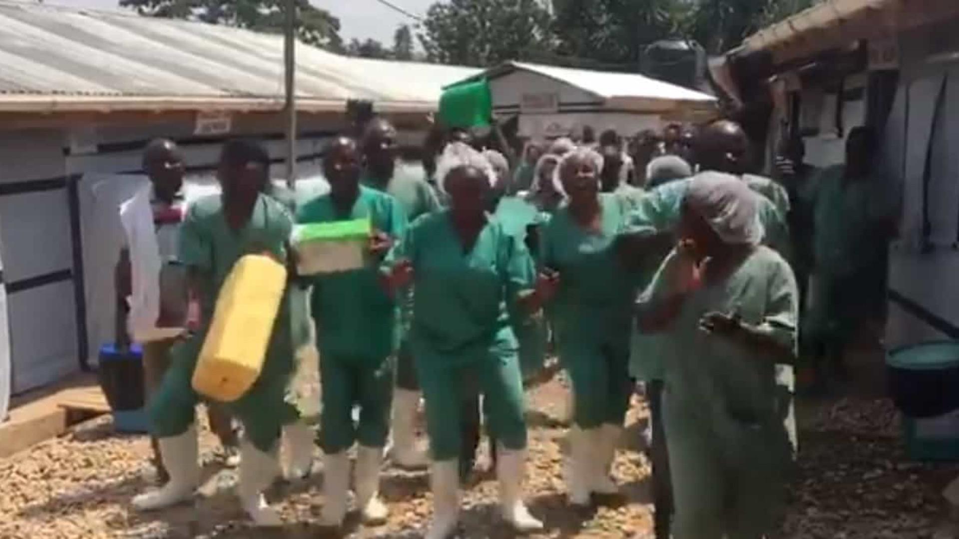 Congo: Último paciente com ébola teve alta. Eis os festejos dos médicos