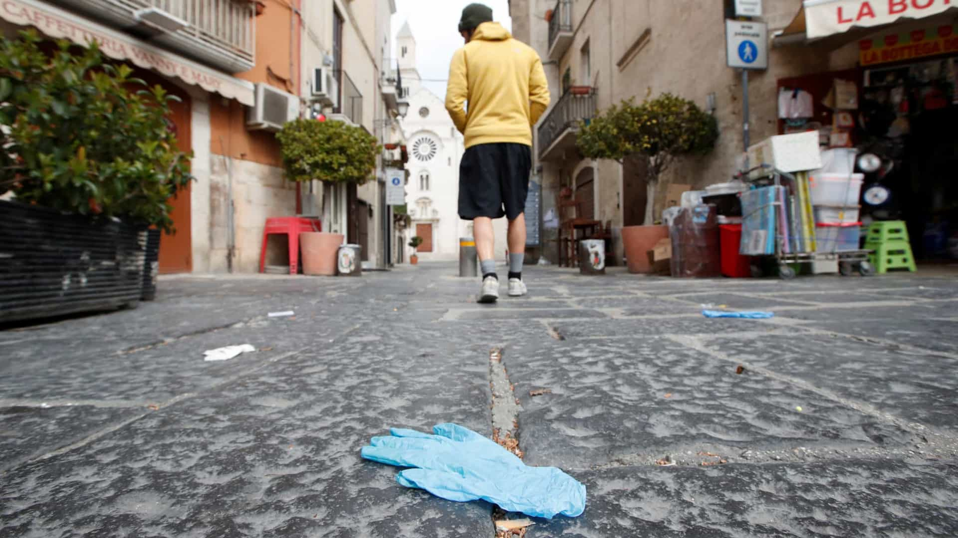 Itália muda as regras e autoriza menores a sair de casa