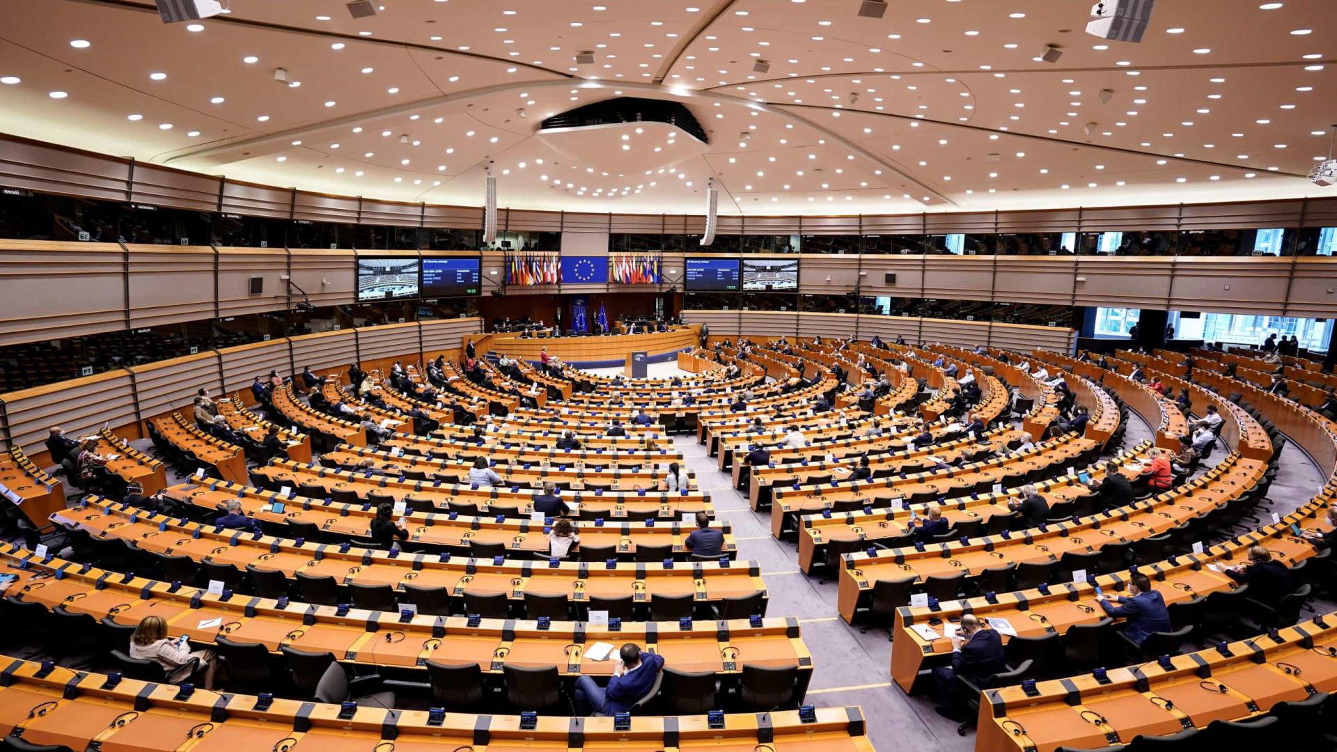 """Polónia. Parlamento Europeu pede """"posição clara"""" ao Conselho Europeu"""