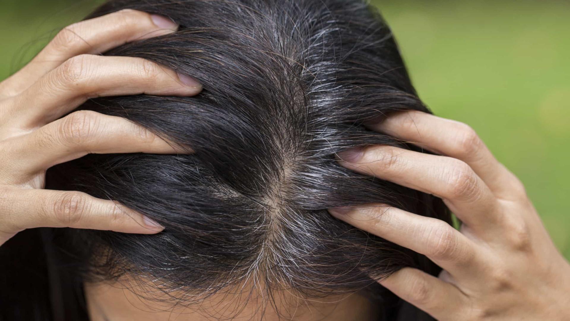 Esta máscara natural para cabelos grisalhos não danifica os fios