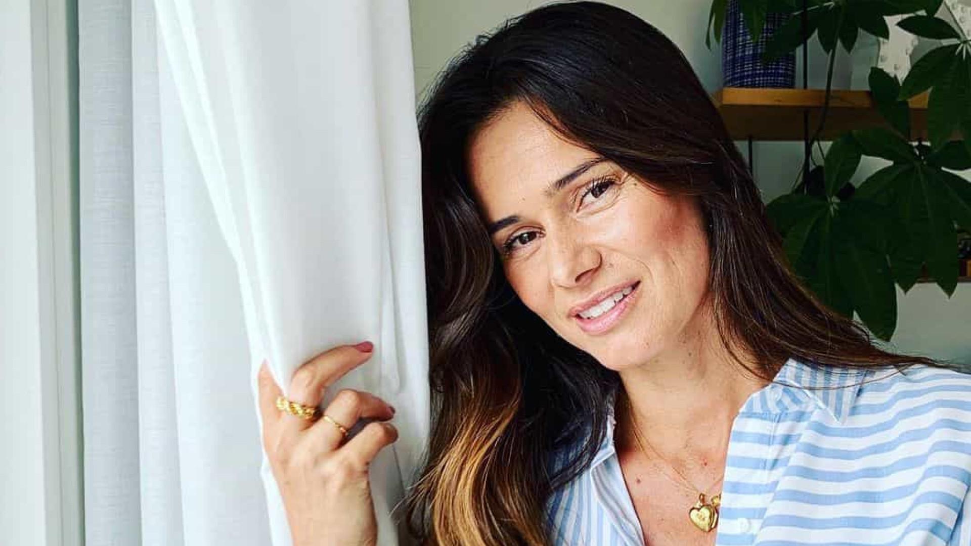 Cláudia Vieira vive data feliz em família