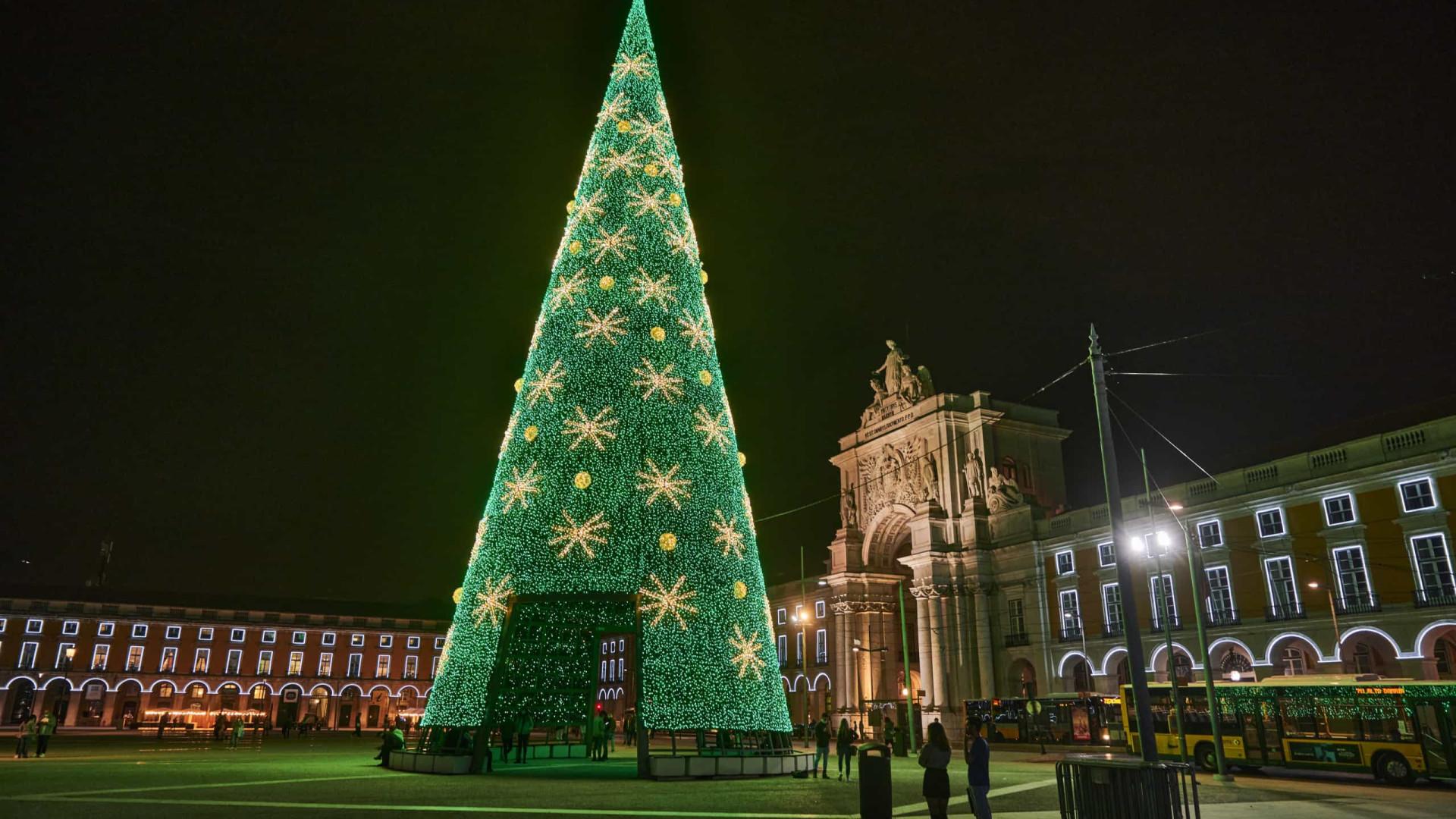Espírito de Natal 'invade' Lisboa. E já há Árvore na Praça do Comércio