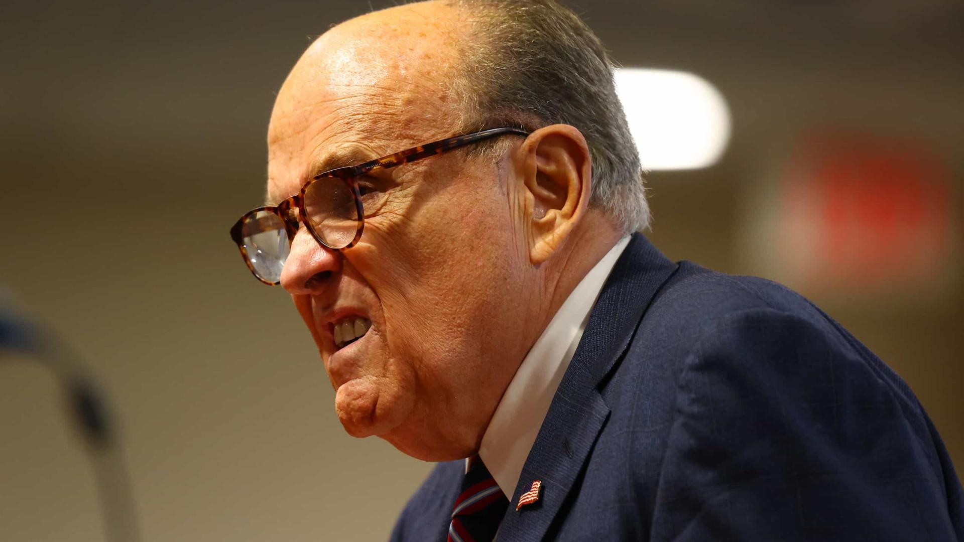 Nova Iorque. Supremo suspende licença de Giuliani para exercer advocacia