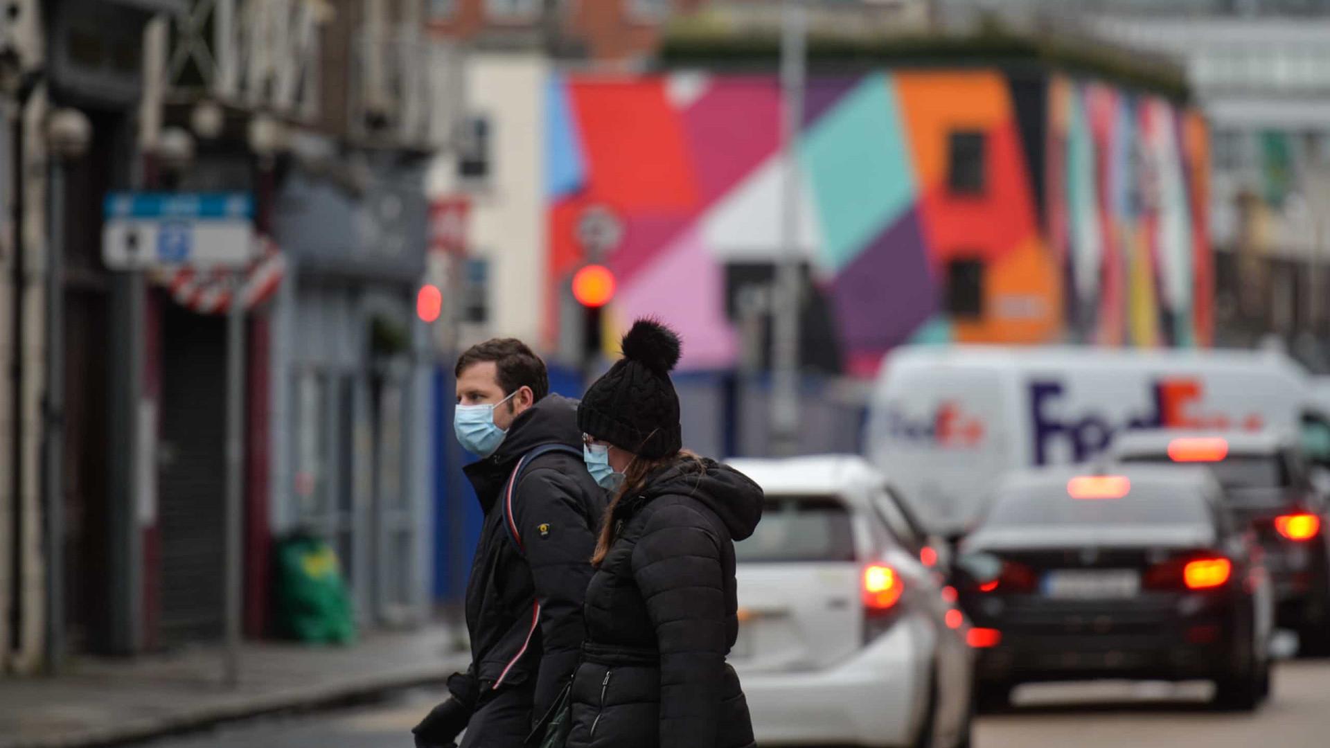 AO MINUTO: Irlanda aplica travão; Vacinar abaixo dos 12 anos pode demorar