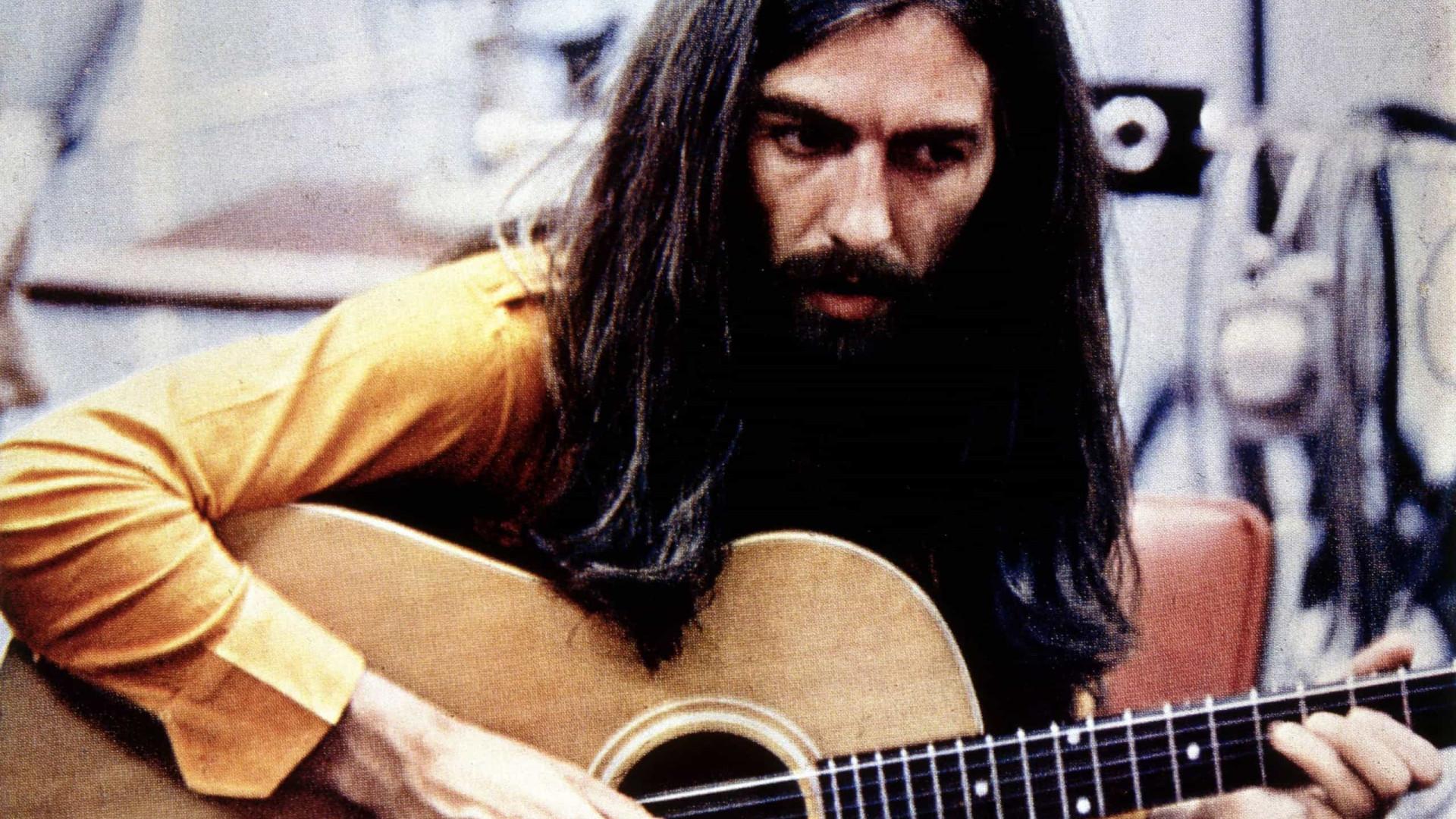 Guitarrista George Harrison: o Beatle discreto