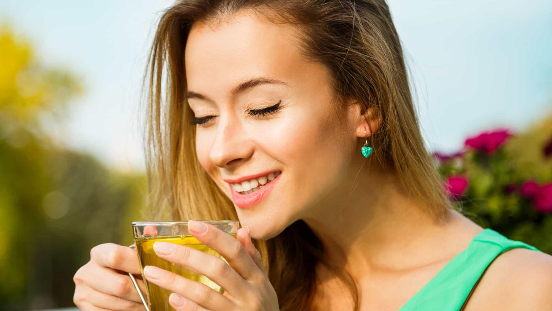 Mulheres que bebem chá 4 vezes por semana podem prevenir esta condição