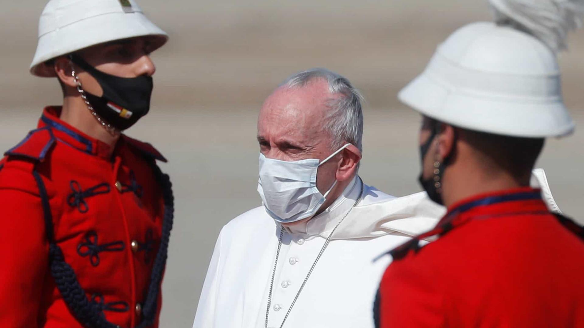 """Papa já aterrou no Iraque para visita que considera ser """"um dever"""""""