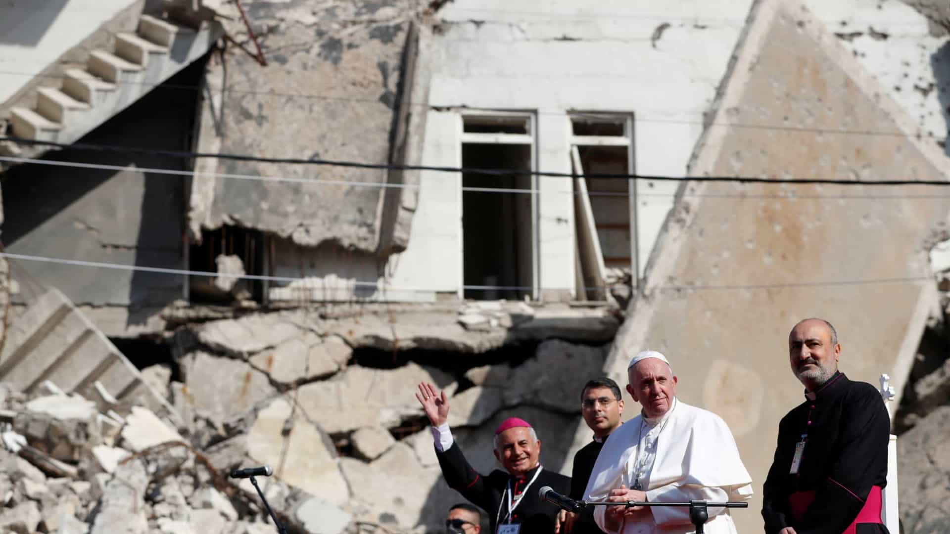 As imagens (e a mensagem) que marcam a histórica visita do Papa ao Iraque